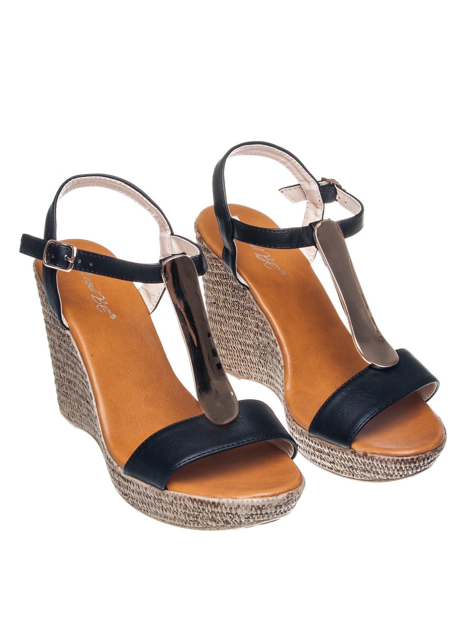 Czarne letnie sandały t-bary na koturnie                                  zdj.                                  2