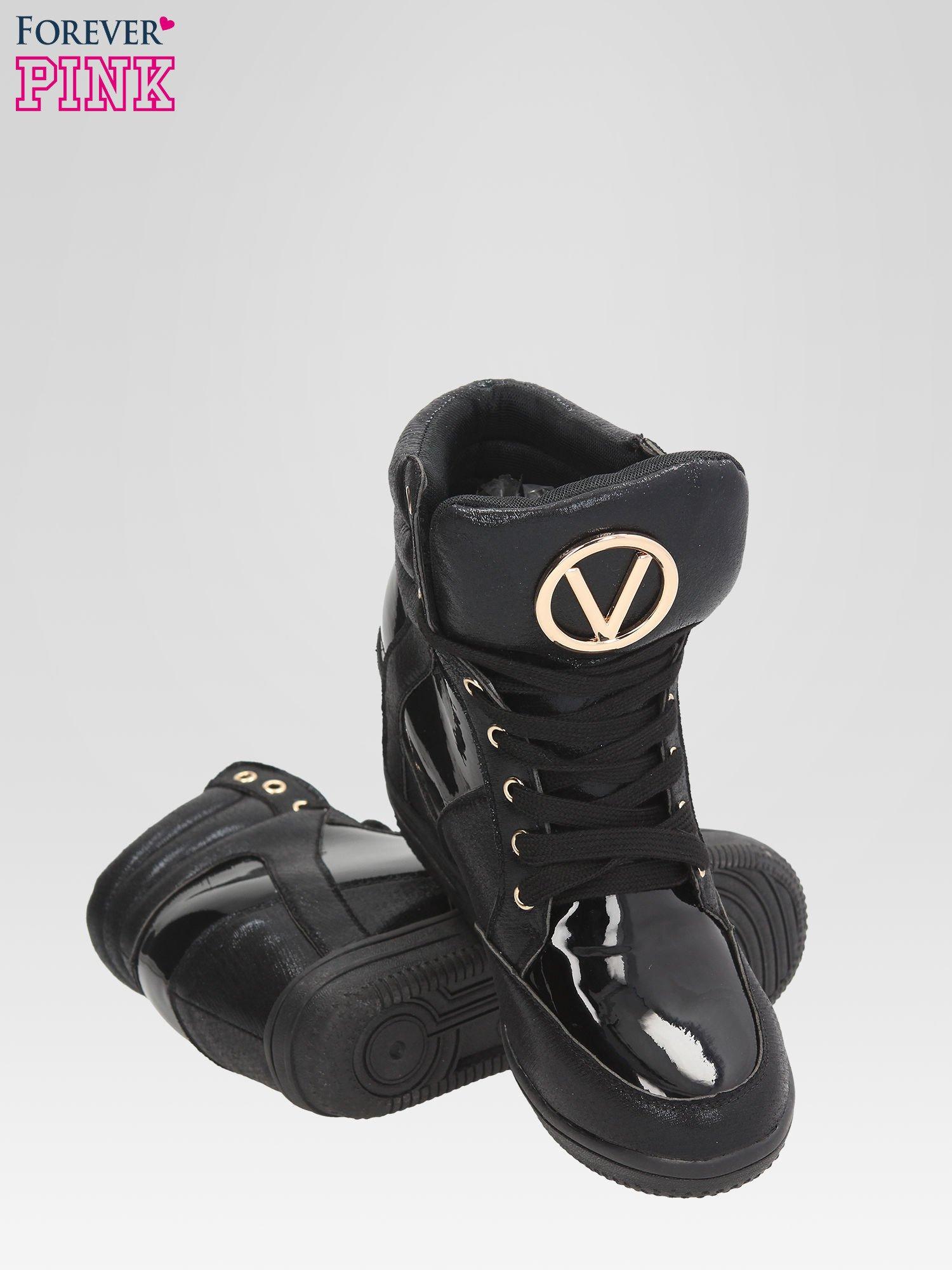 Czarne metaliczne sneakersy damskie na koturnie                                  zdj.                                  4