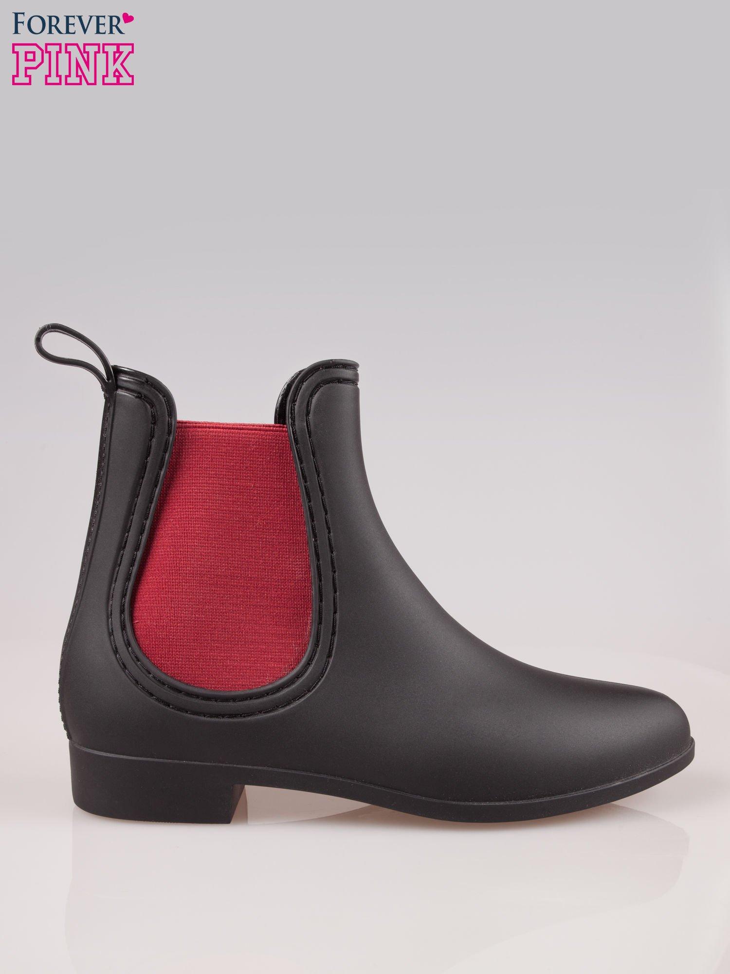 Czarne niskie kalosze z czerwoną gumą po bokach cholewki                                  zdj.                                  1