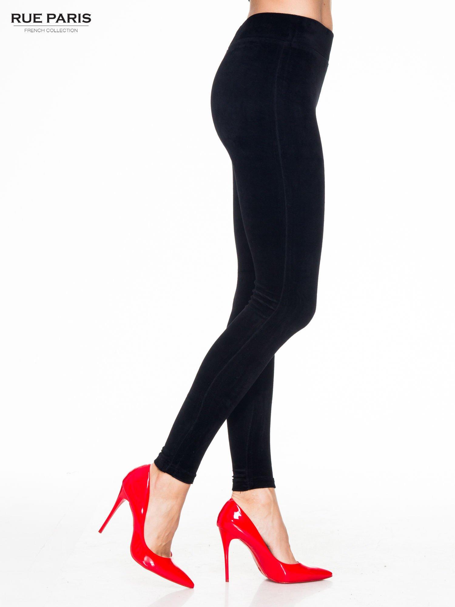 Czarne prążkowane legginsy damskie                                  zdj.                                  3