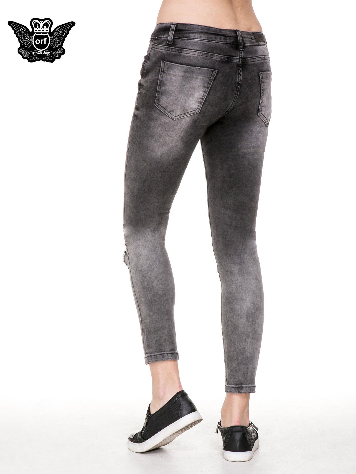 Czarne rozjaśniane spodnie jeansowe 7/8 z przetarciami i łatami                                  zdj.                                  4