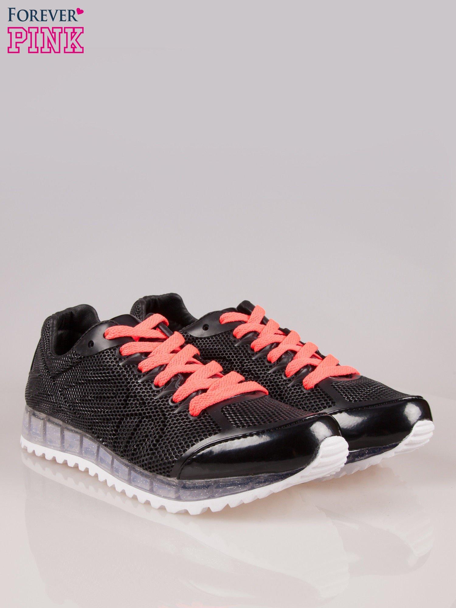 Czarne siateczkowe buty sportowe damskie na rowkowanej podeszwie                                  zdj.                                  2