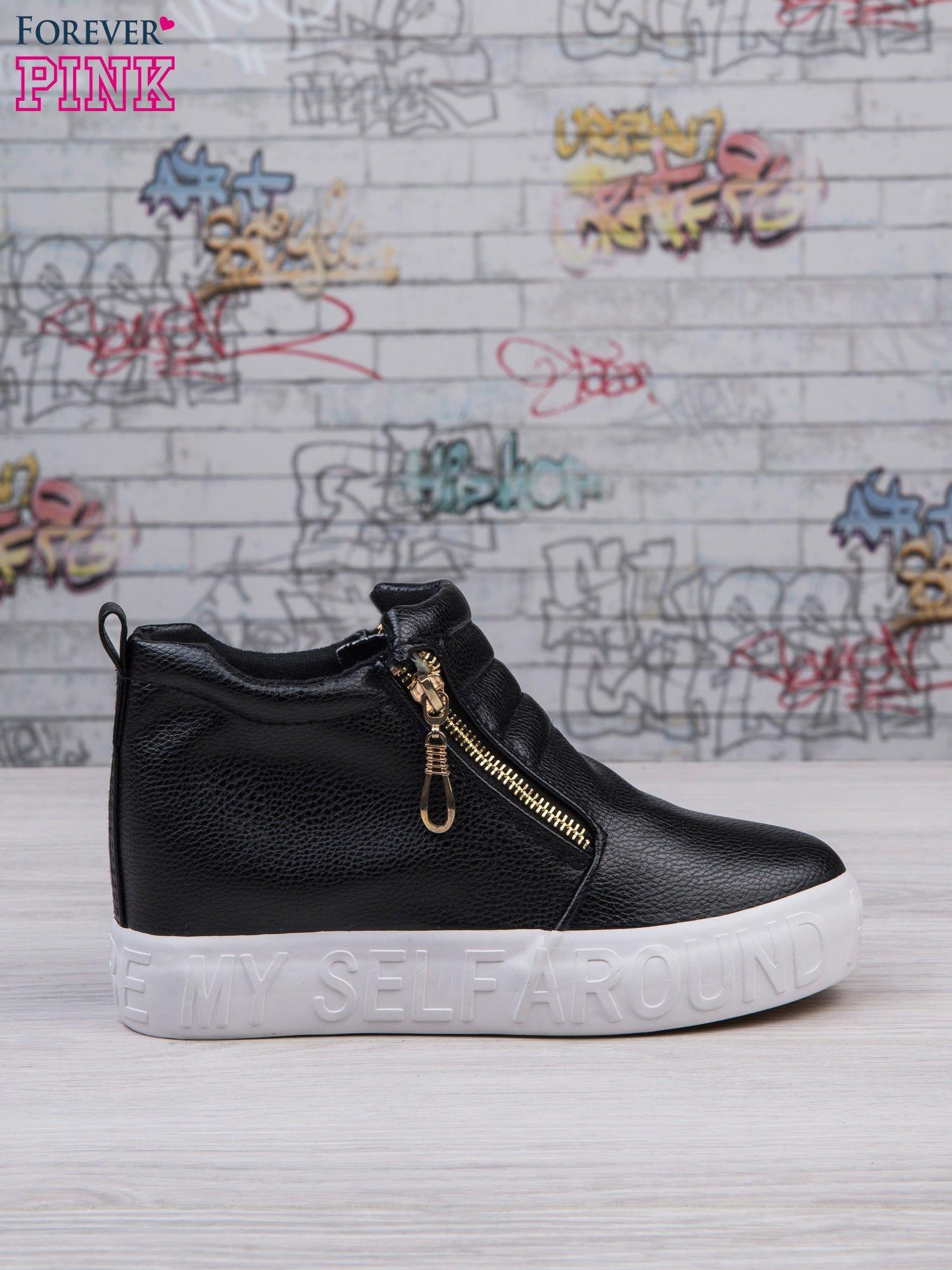 d8f4b4d6802b91 Czarne skórzane buty slip on Tracy ze złotym suwakiem i napisem - Buty  Sneakersy - sklep eButik.pl