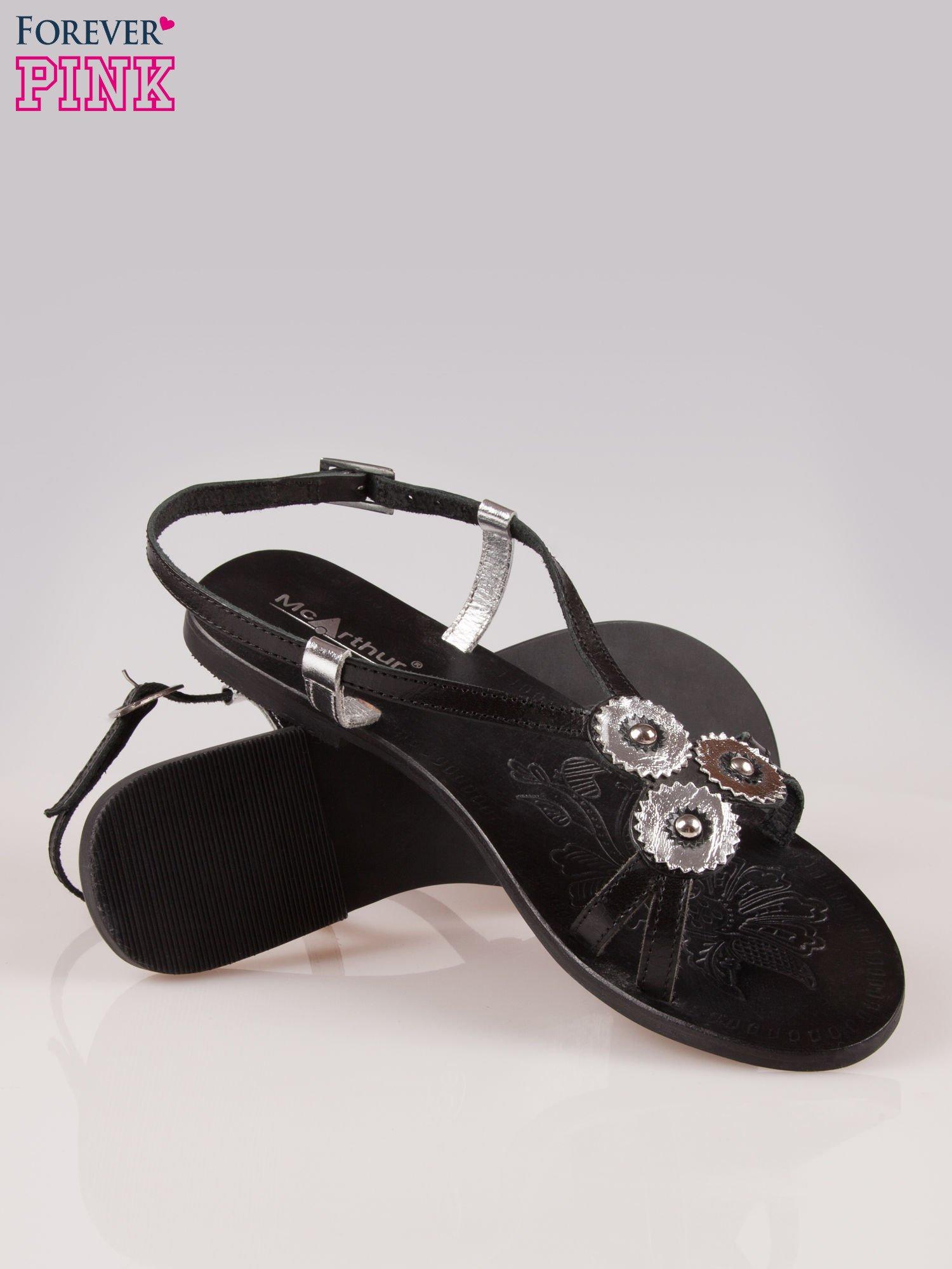 Czarne skórzane sandały ze srebrnymi kwiatami                                  zdj.                                  4