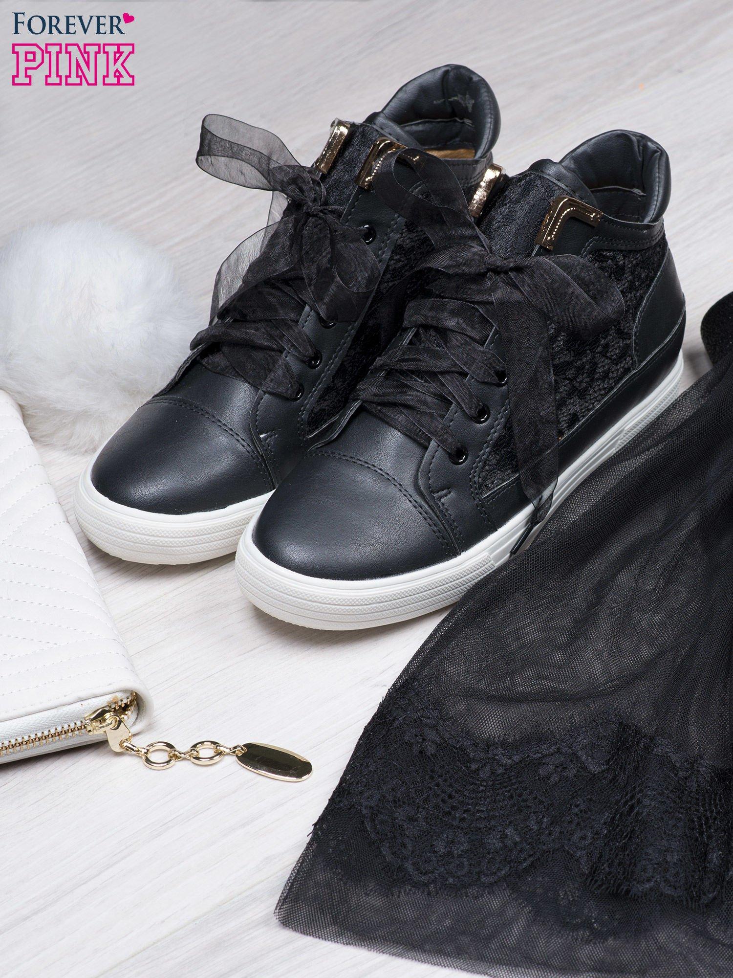 Czarne skórzane sneakersy z koronkowymi wstawkami Lace Dream                                  zdj.                                  1