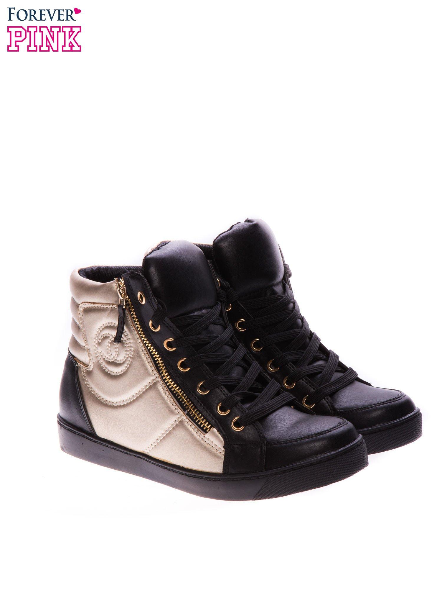 Czarne sneakersy za kostkę ze złotą wstawką i suwakiem                                  zdj.                                  2