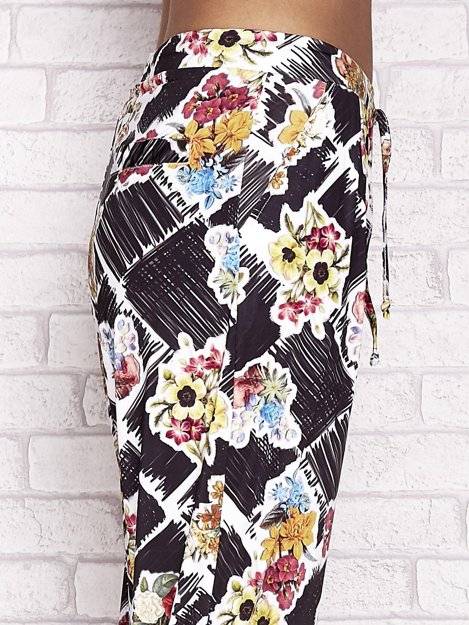 Czarne spodnie capri z kwiatowym motywem                                  zdj.                                  5