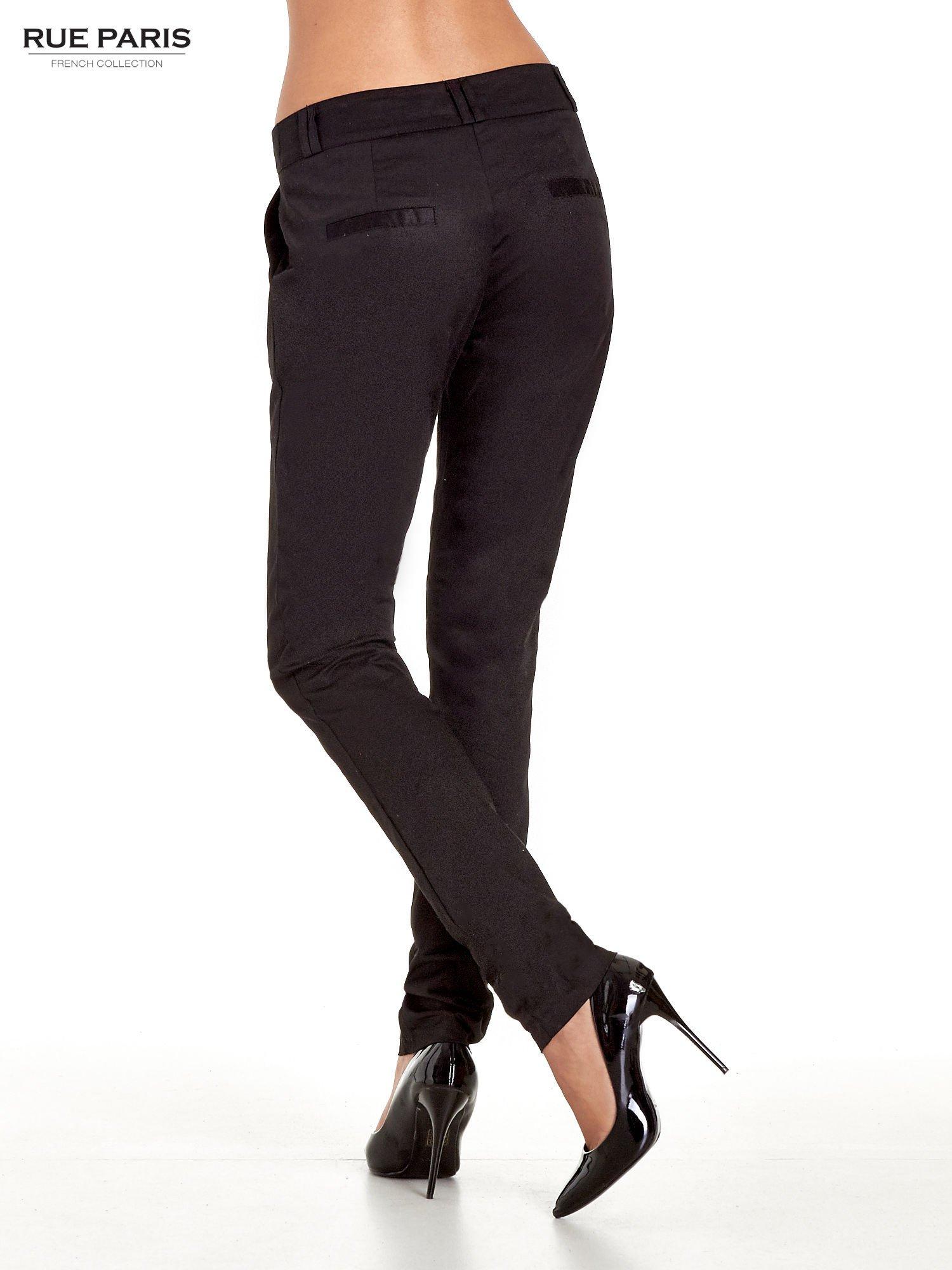 Czarne spodnie cygaretki z zakładkami                                  zdj.                                  4