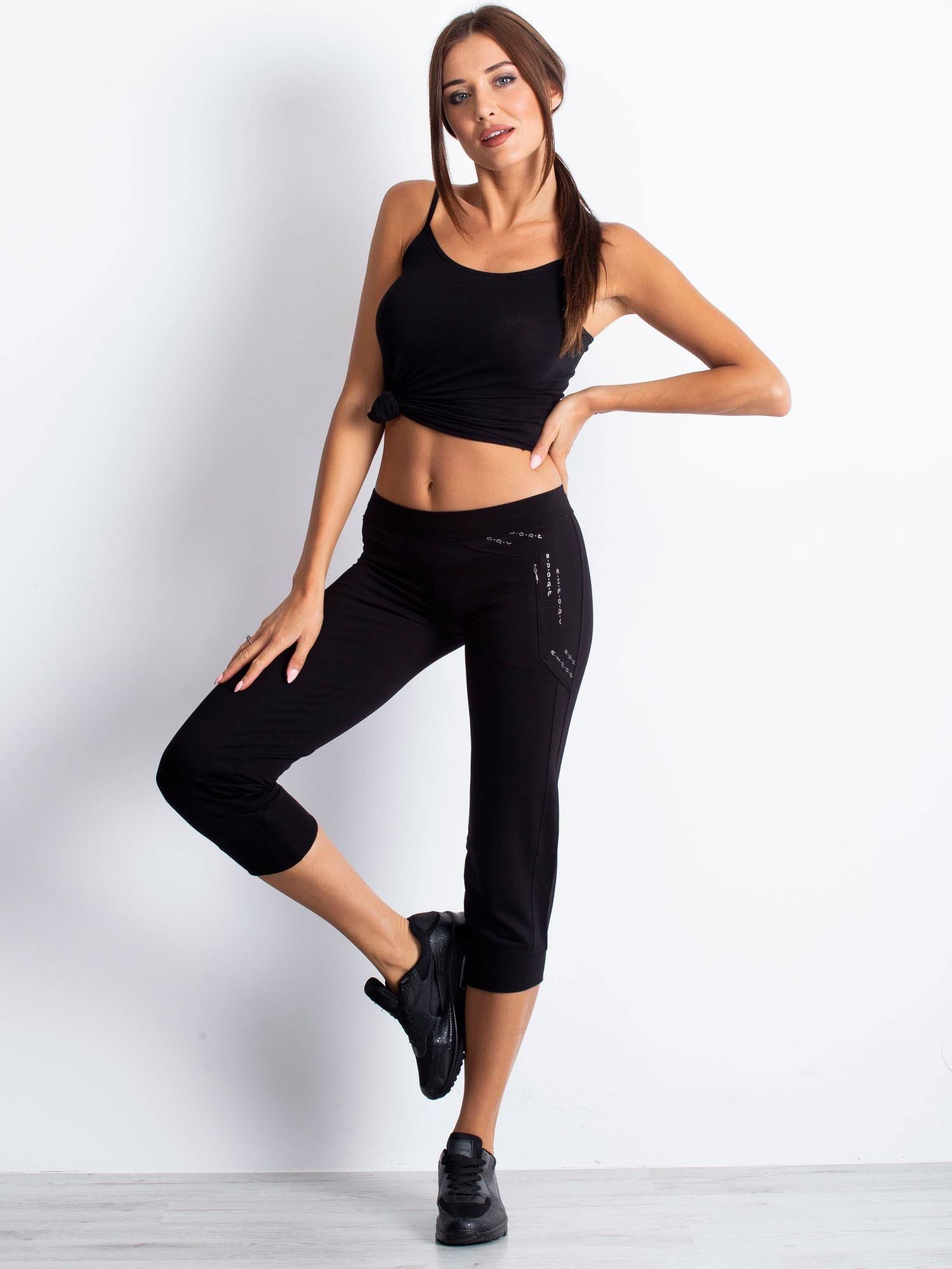 Czarne spodnie dresowe capri z wszytą kieszonką                                  zdj.                                  3