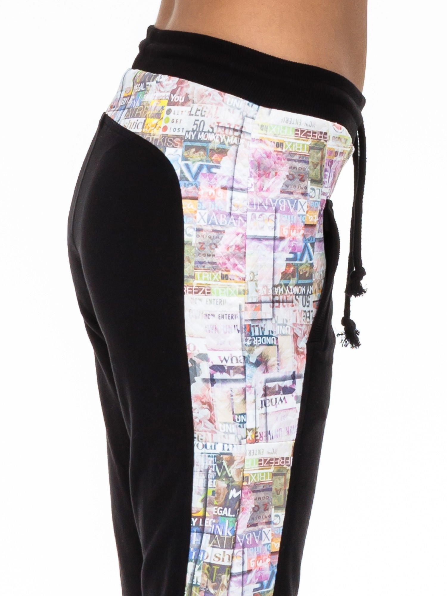 Czarne spodnie dresowe z gazetowym lampasem                                  zdj.                                  3