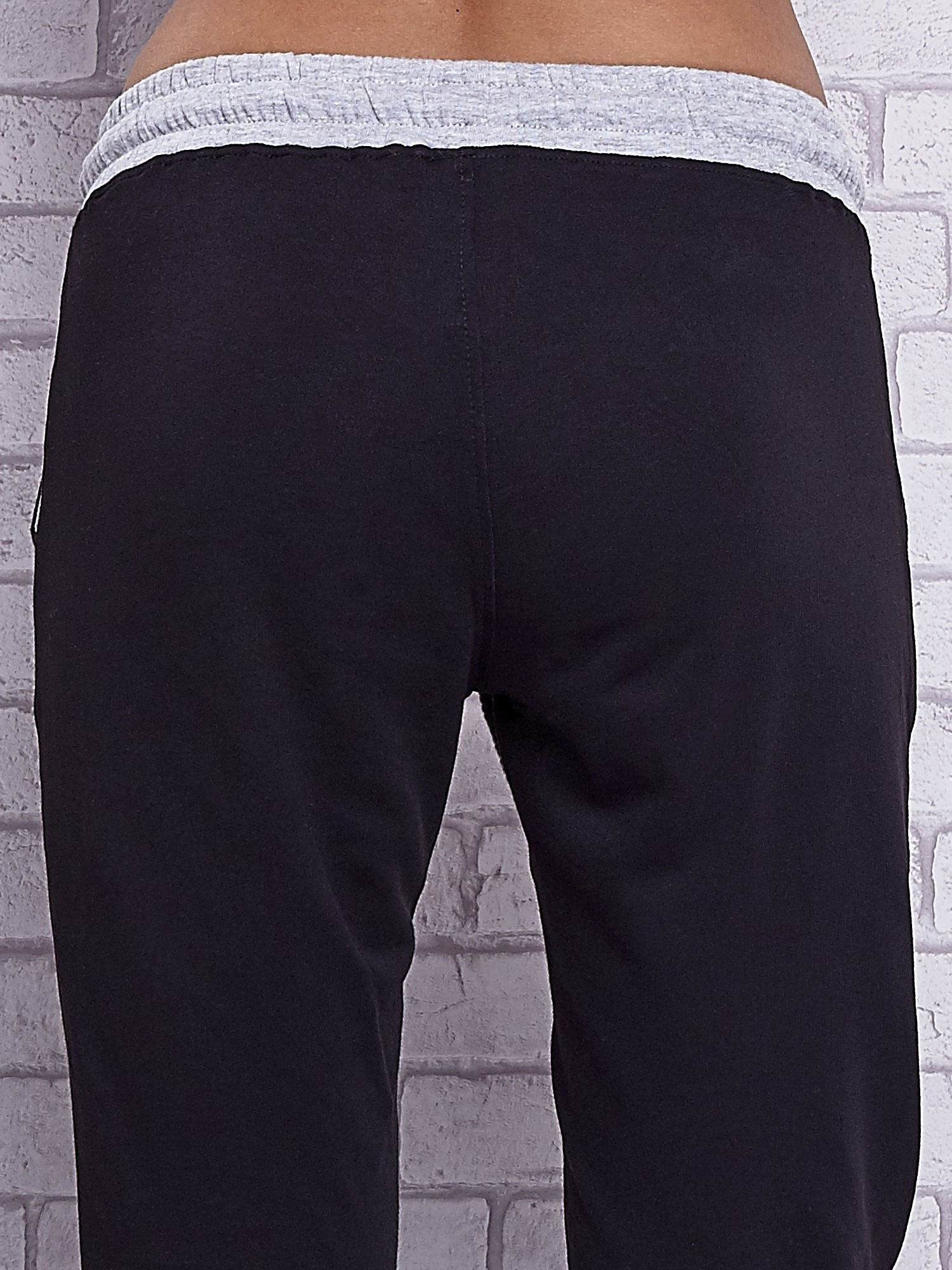 Czarne spodnie dresowe z szarymi wstawkami                                  zdj.                                  6