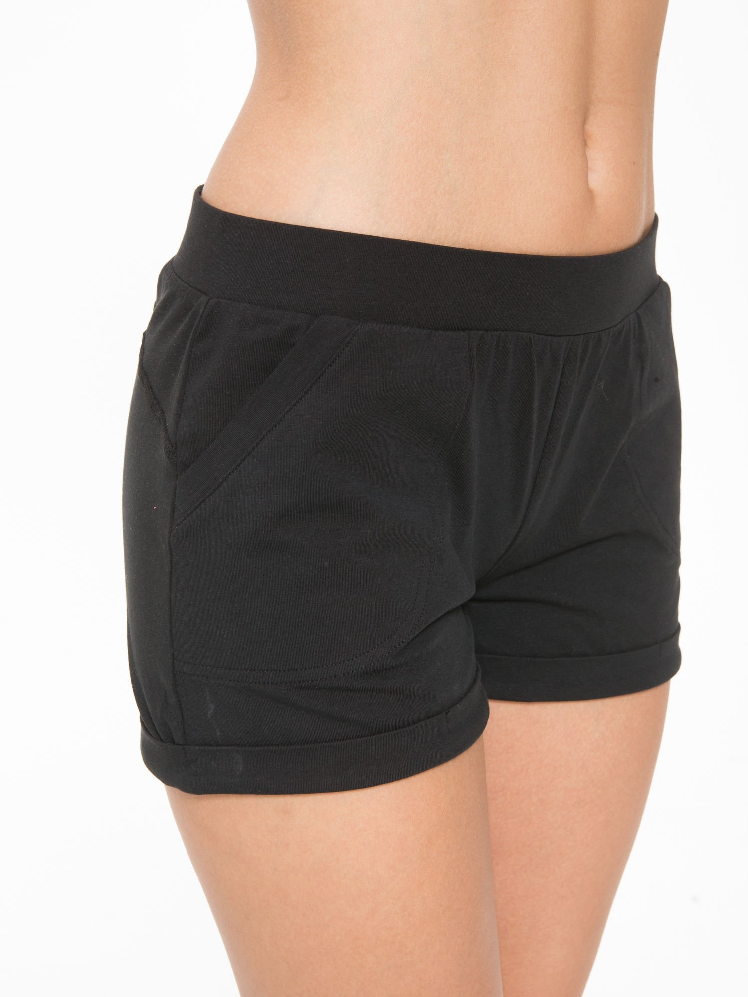 Czarne szorty dresowe z kieszeniami                                  zdj.                                  6