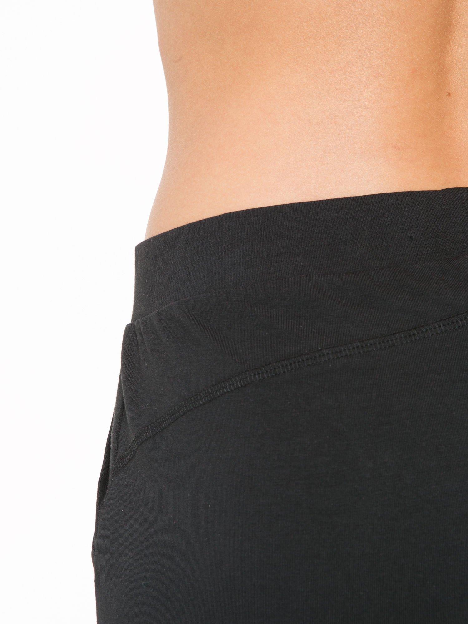 Czarne szorty dresowe z kieszeniami                                  zdj.                                  8