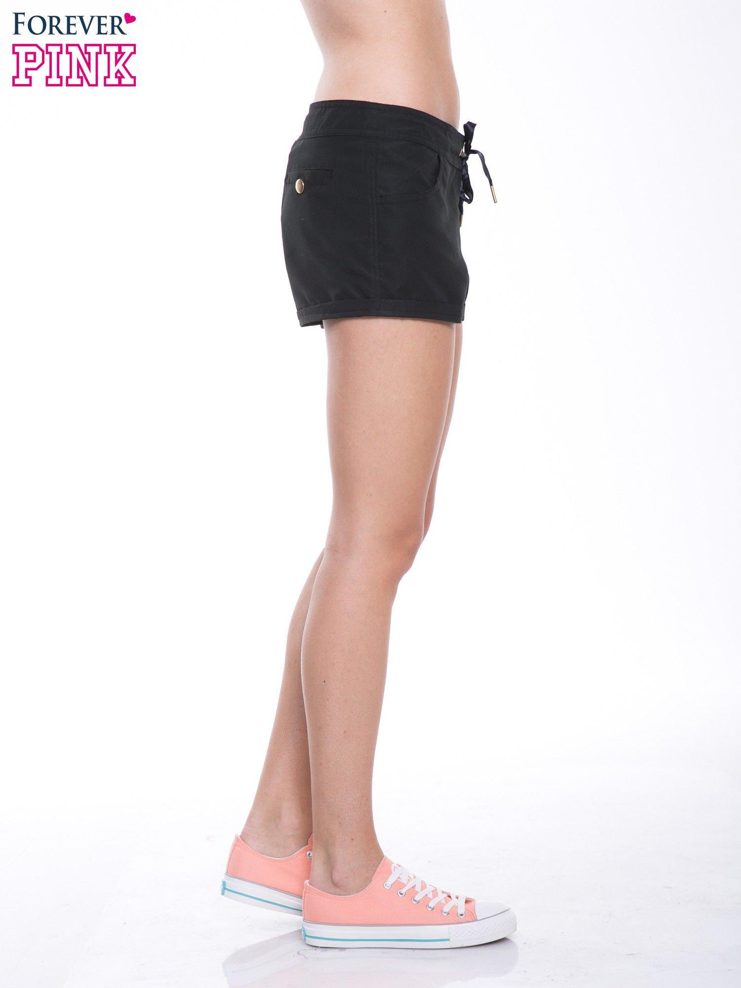 Czarne szorty plażowe wiązane w pasie                                  zdj.                                  5