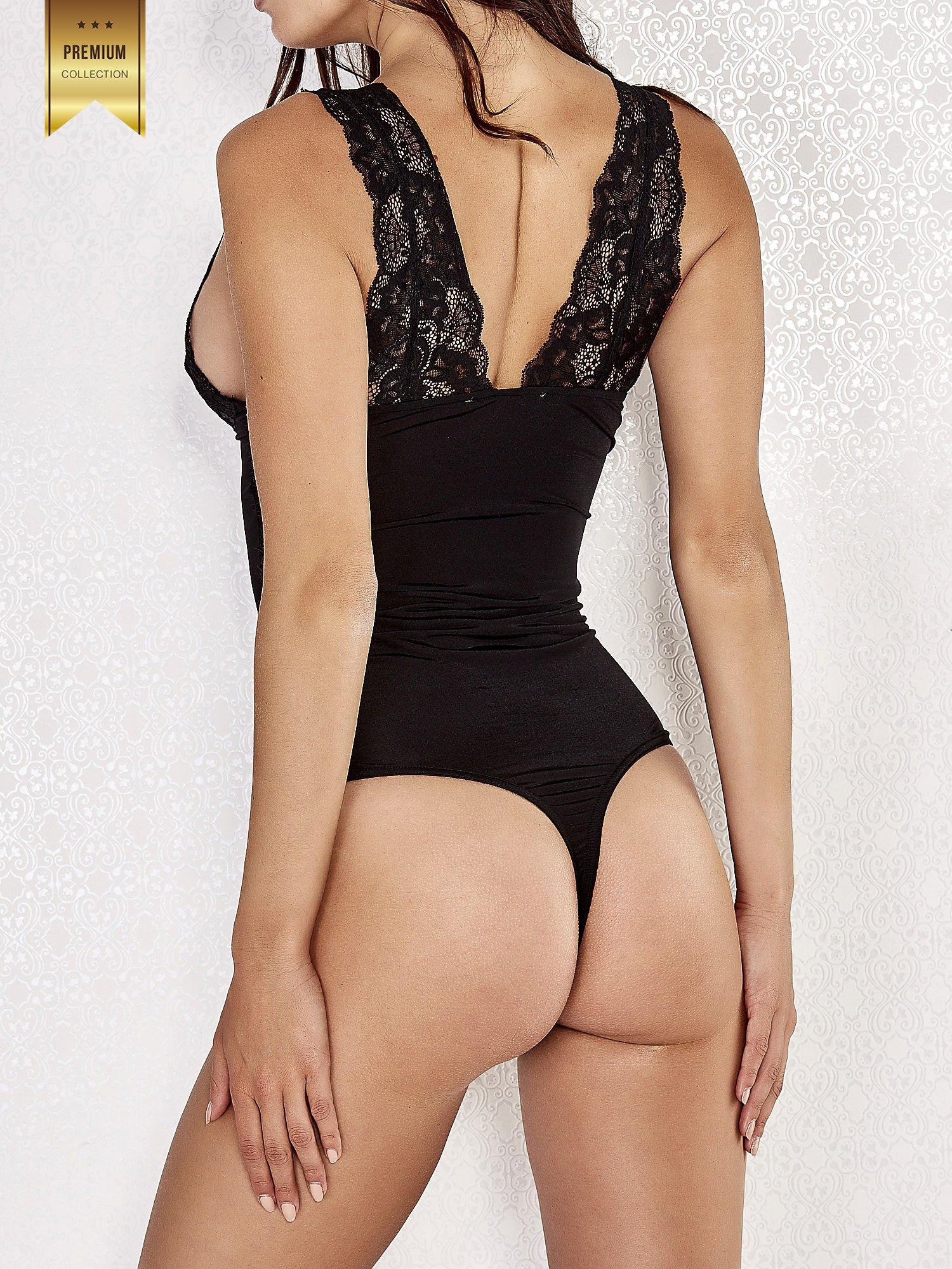 Czarne usztywniane body damskie z koronkowymi ramiączkami                                  zdj.                                  4