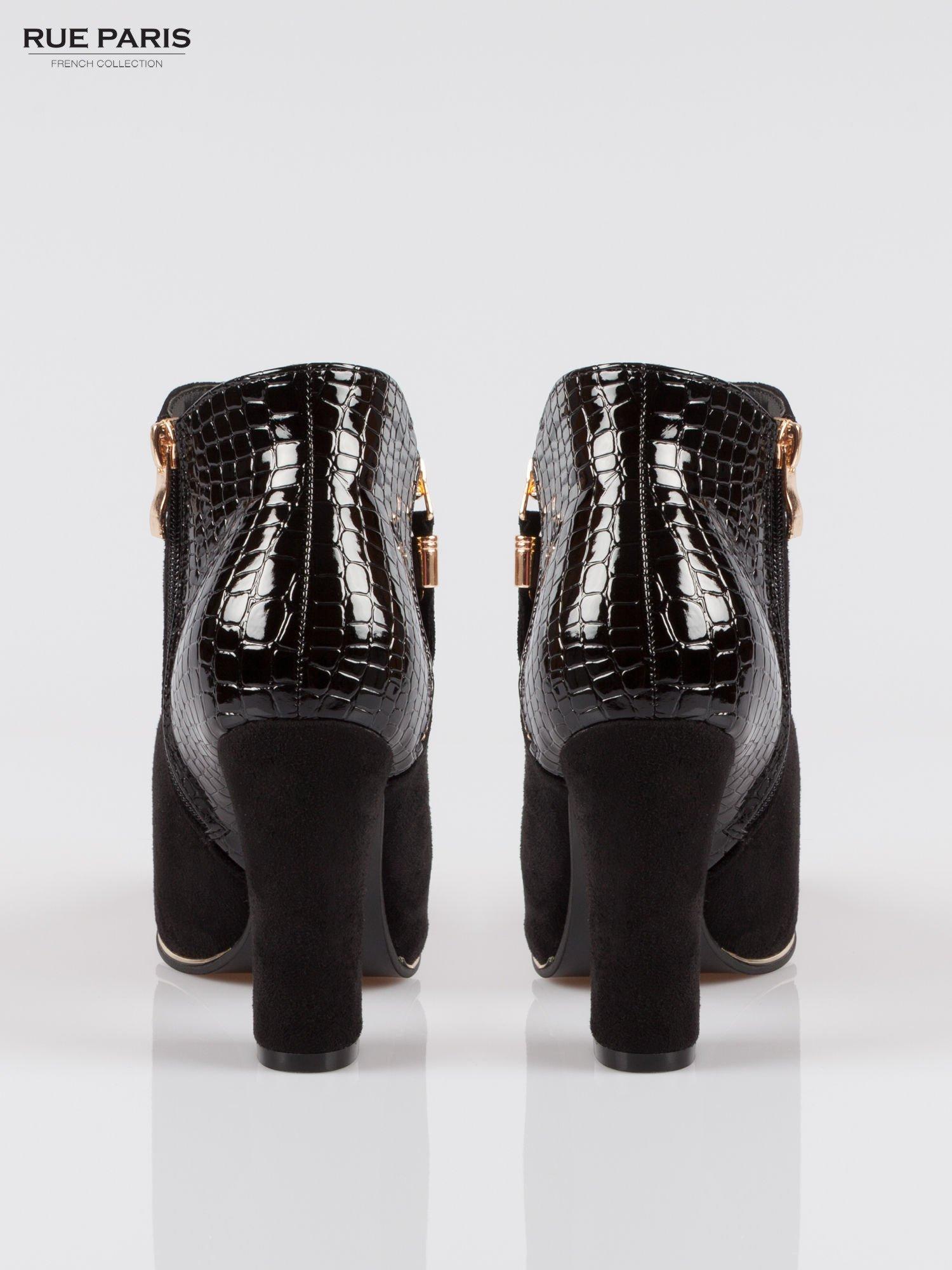 Czarne zamszowe botki na słupku ze złotym zamkiem i tyłem crocodile skin                                  zdj.                                  3
