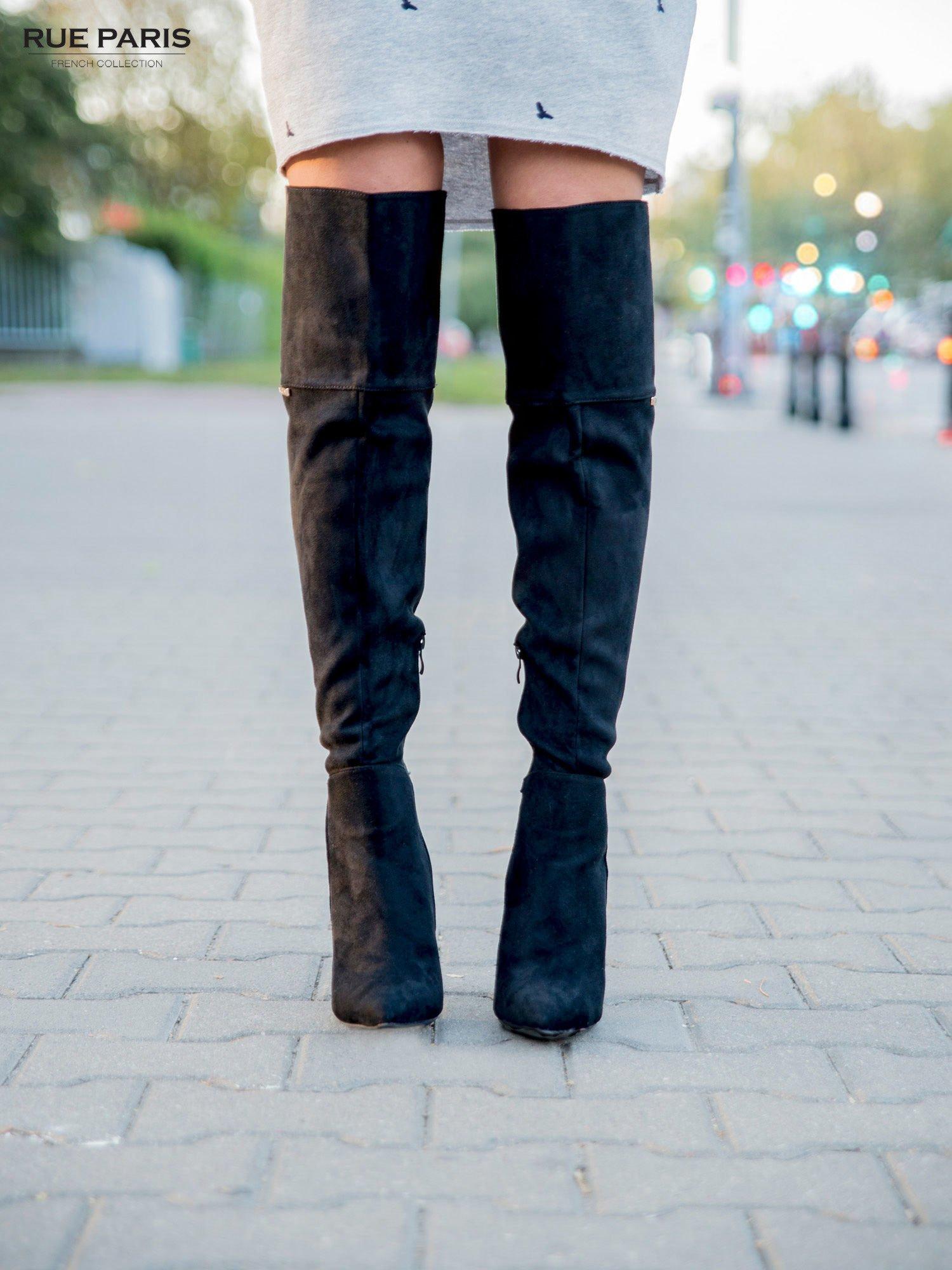 Czarne zamszowe kozaki na szpilkach za kolano                                  zdj.                                  1