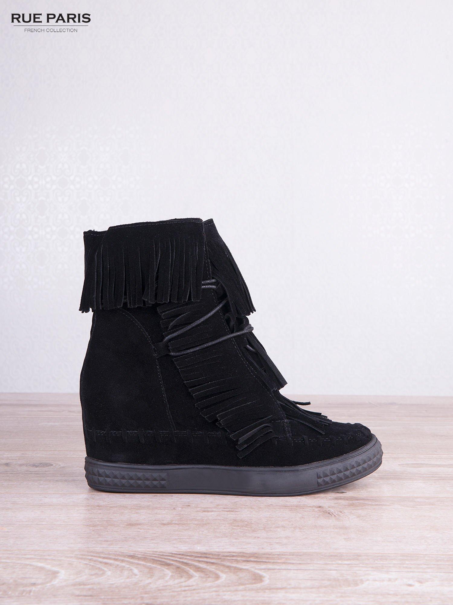 Czarne zamszowe sneakersy Aravia z frędzelkami na koturnach                                  zdj.                                  2