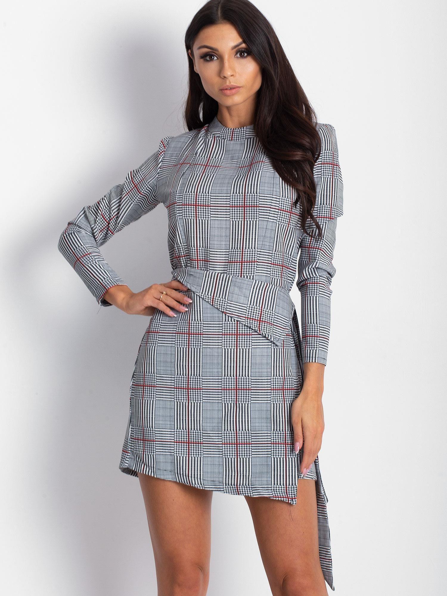 79f823ef61 Czarno-biała sukienka w kratkę z wiązaniem - Sukienka koktajlowa ...