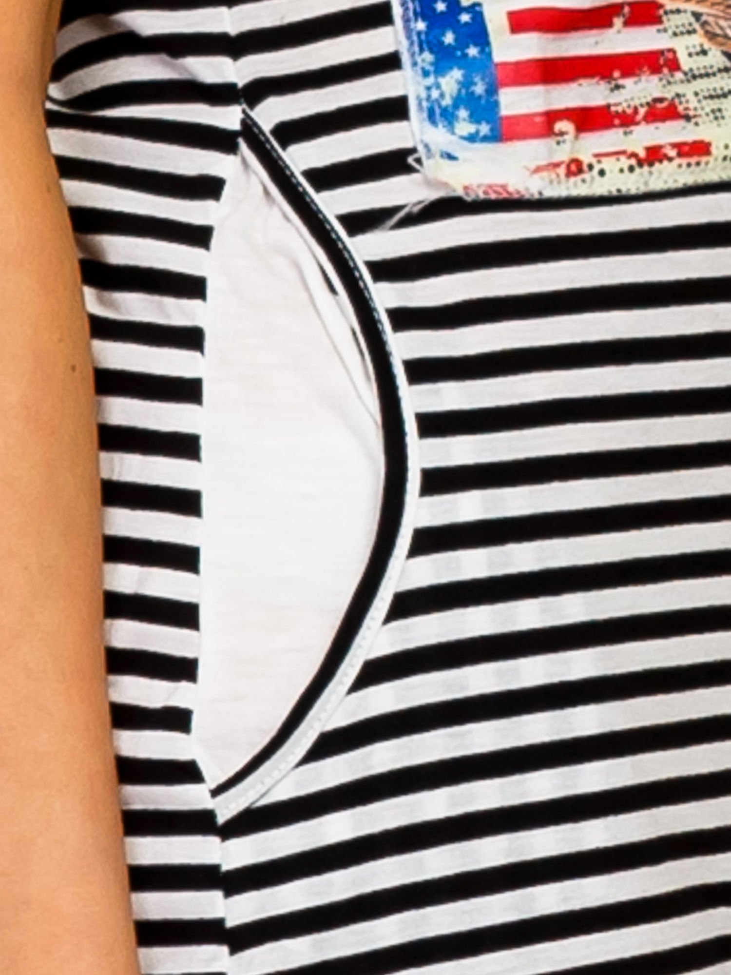 Czarno-biała sukienka w paski z nadrukiem rockowym                                  zdj.                                  6