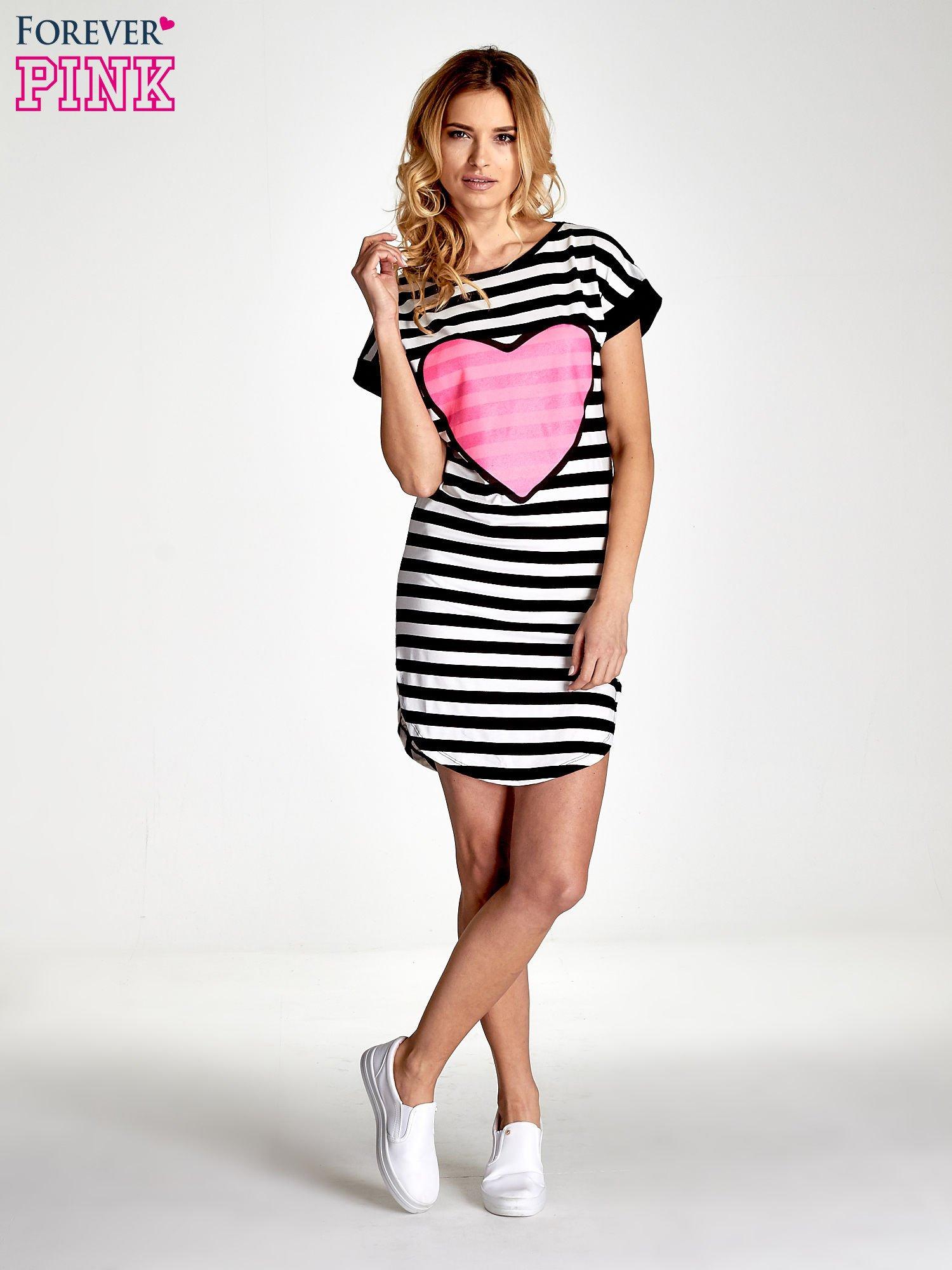 Czarno-biała sukienka w paski z nadrukiem serca                                  zdj.                                  7