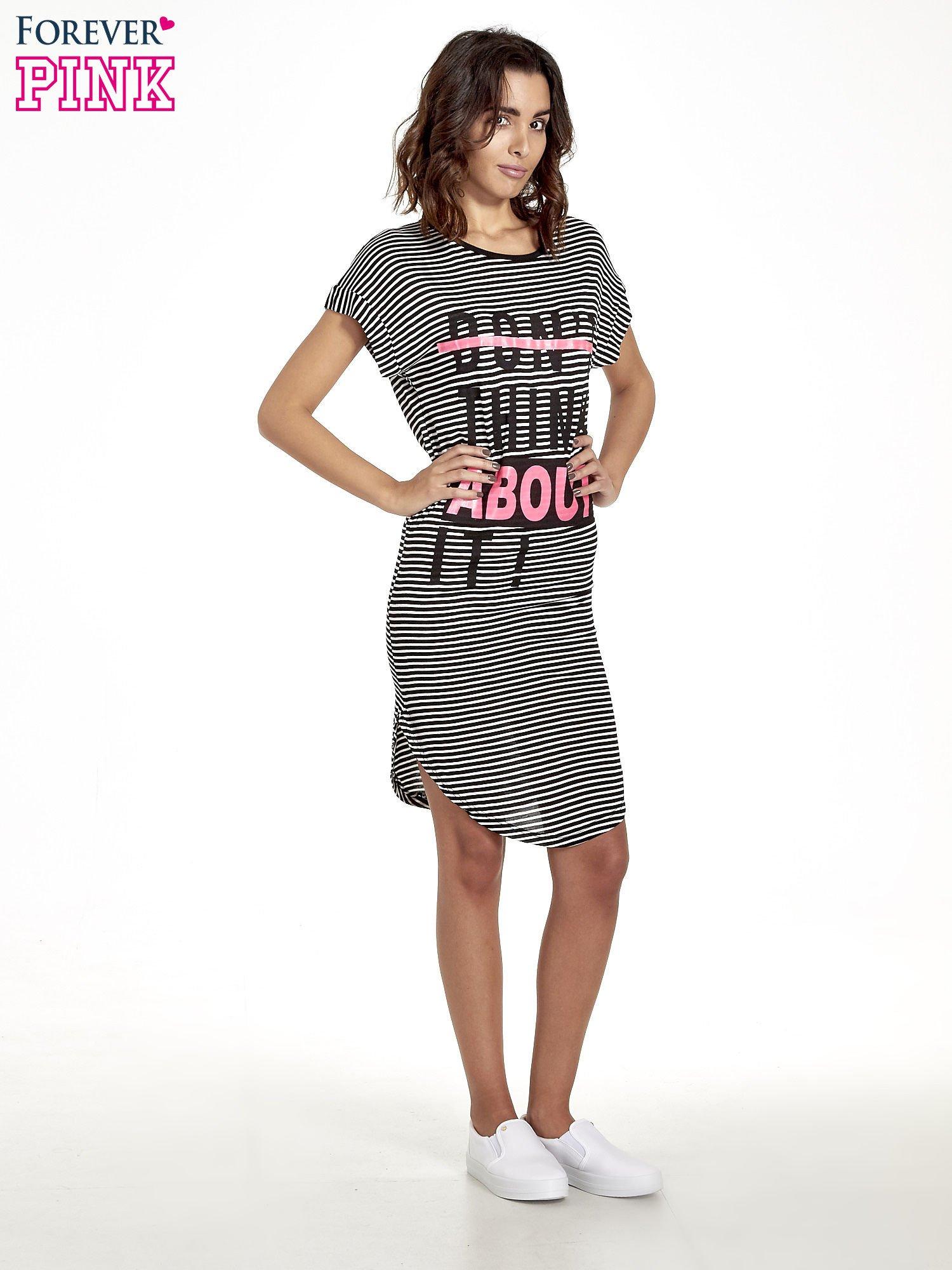 Czarno-biała sukienka w paski z napisem I DON'T THINK ABOUT IT!                                  zdj.                                  8