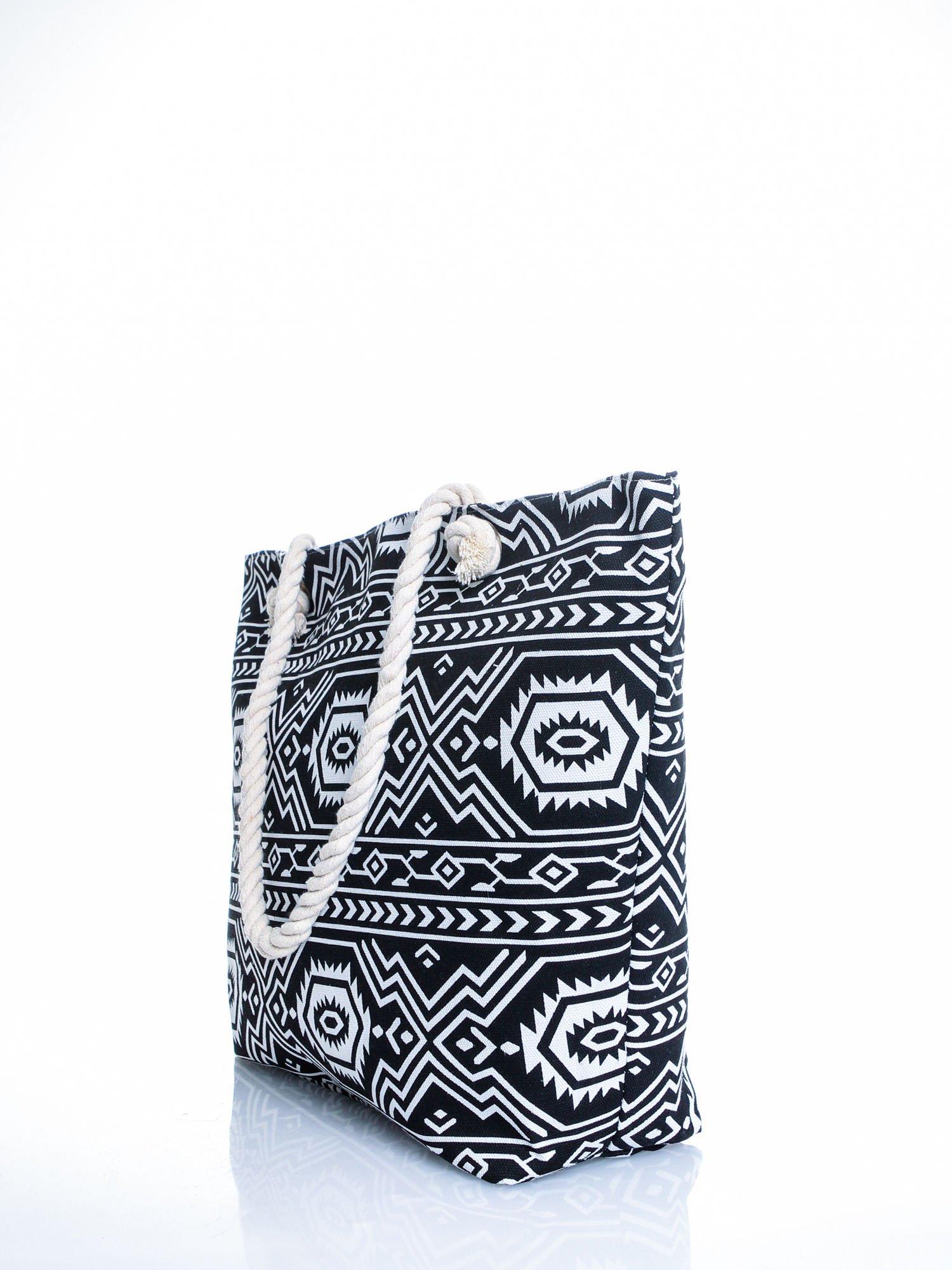 Czarno-biała torba plażowa w azteckie wzory                                  zdj.                                  4