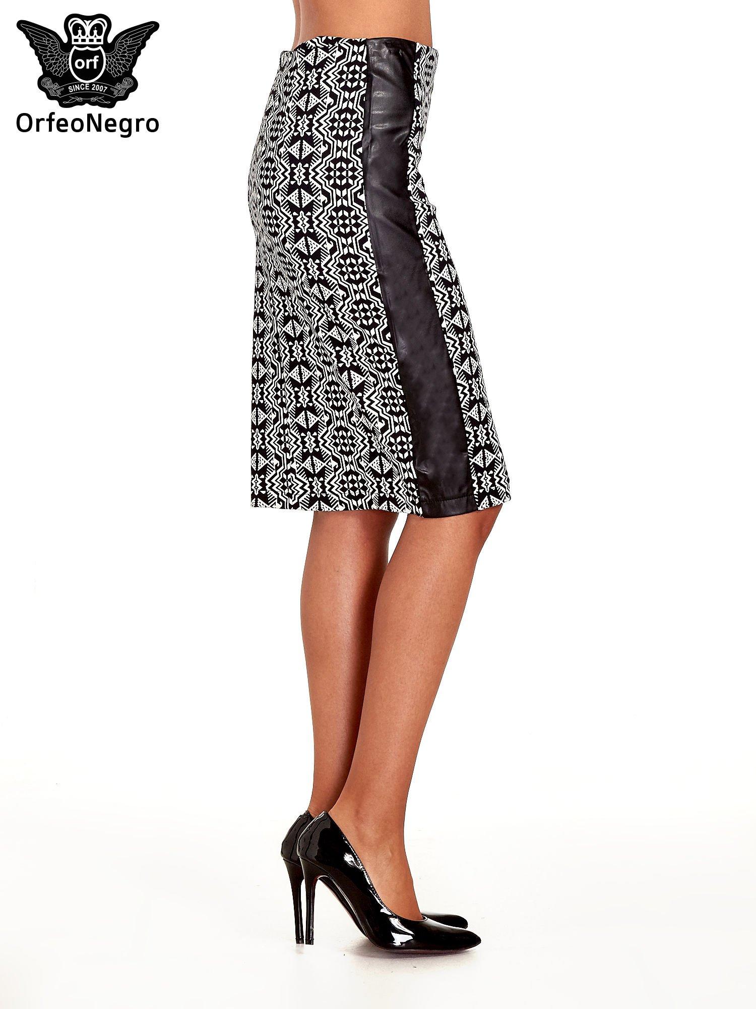 Czarno-biała wzorzysta spódnica ołówkowa ze skórzanymi modułami                                  zdj.                                  3
