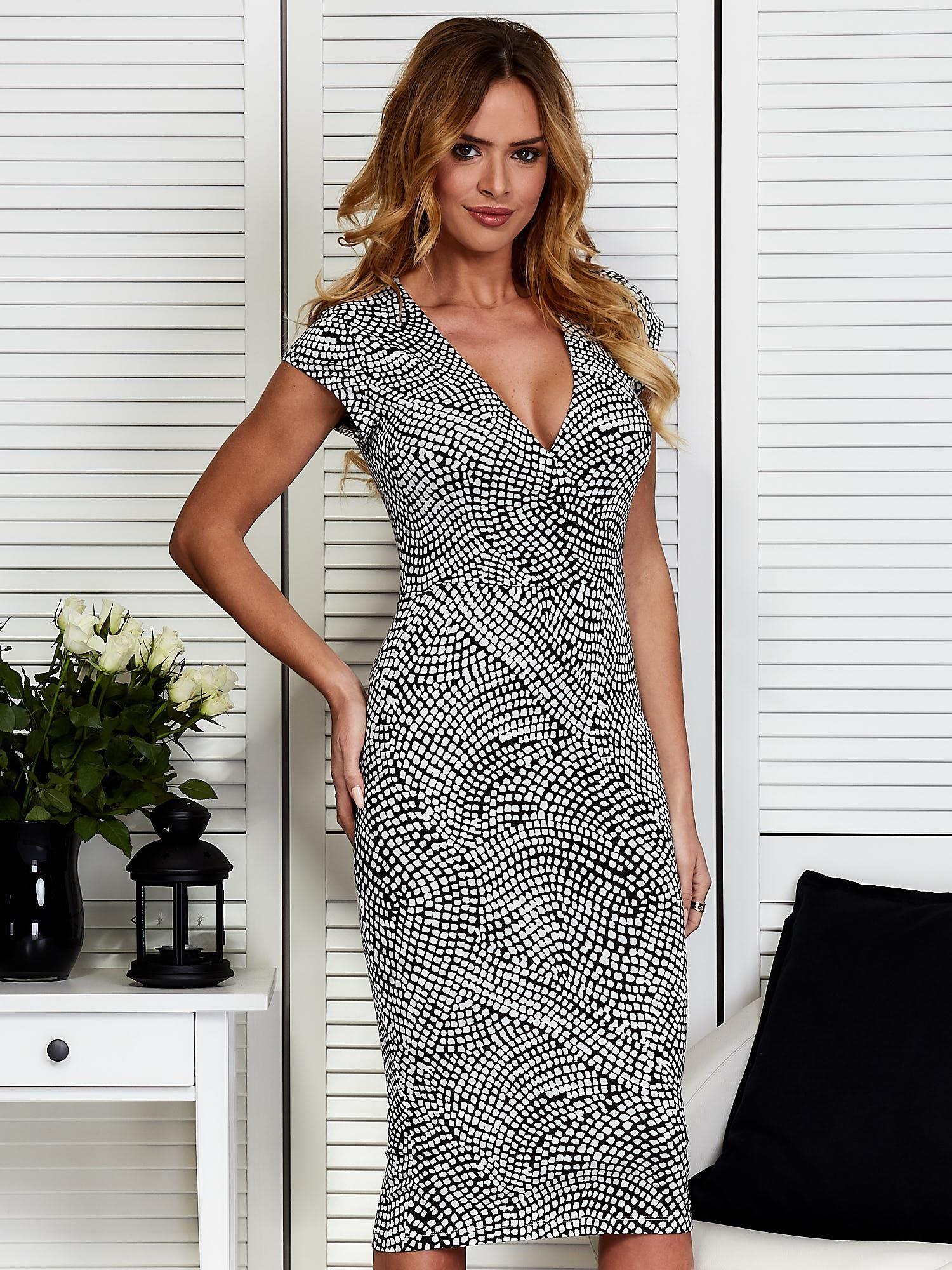 11b11955ed Czarno-biała wzorzysta sukienka - Sukienka koktajlowa - sklep eButik.pl