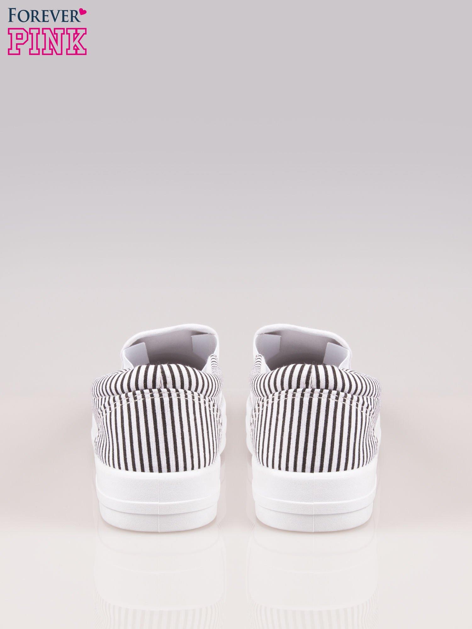 Czarno-białe buty slip on w paski na grubej podeszwie                                  zdj.                                  3
