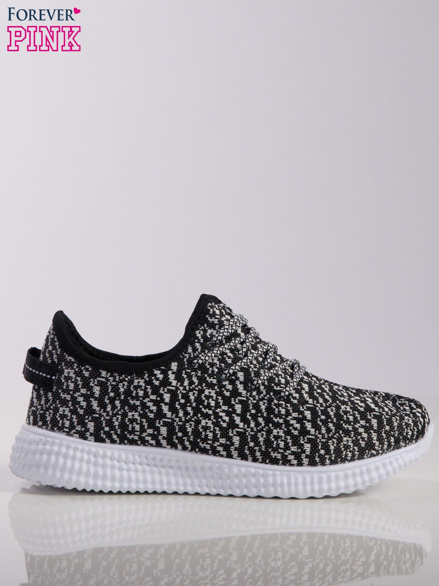 fee79bbe Czarno-białe marmurkowe buty sportowe pattern z tkaniny z uchwytem z tyłu  na białej podeszwie ...