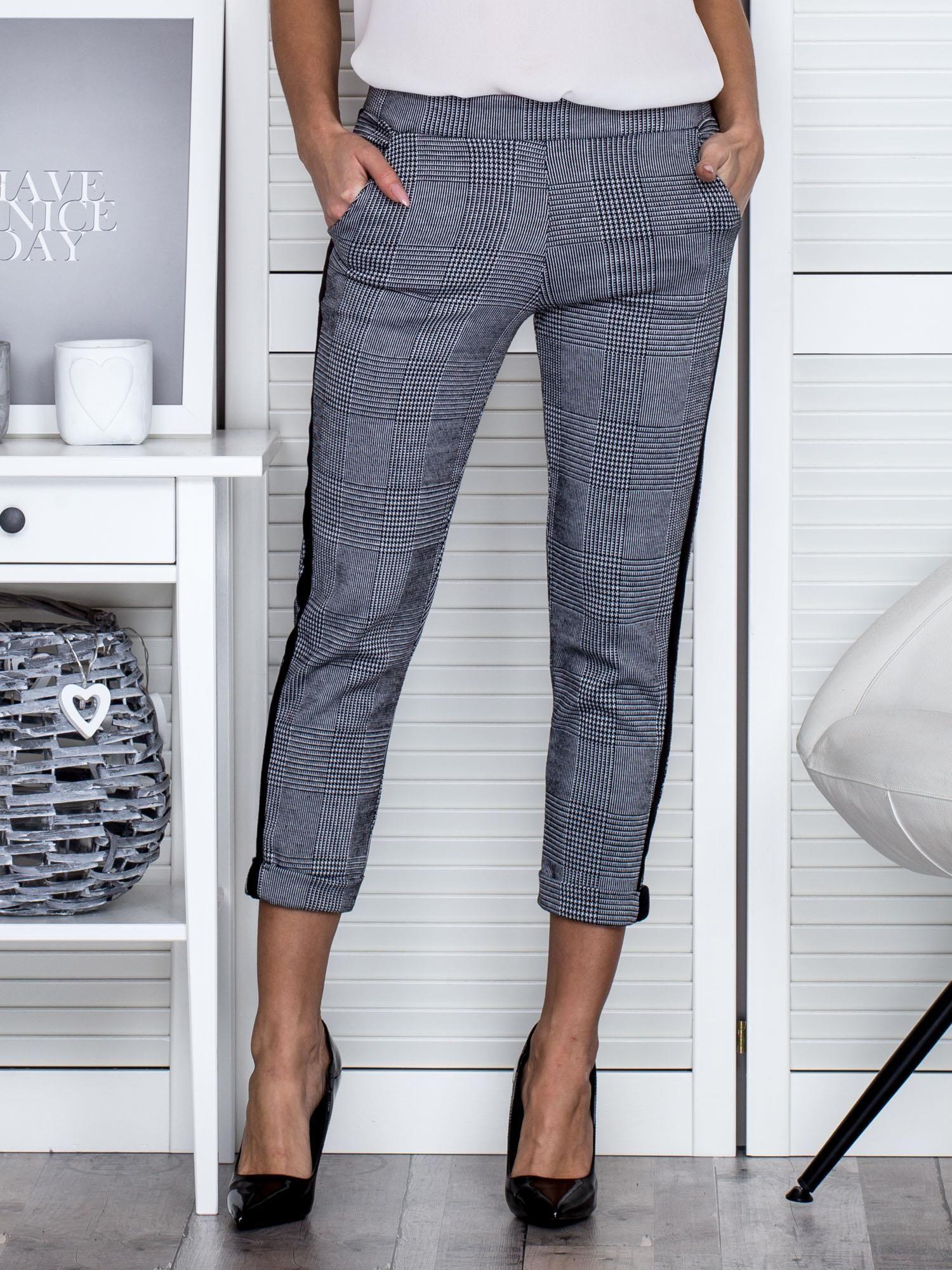 604e30ce5d Czarno-białe spodnie w kratę - Spodnie z materiału - sklep eButik.pl
