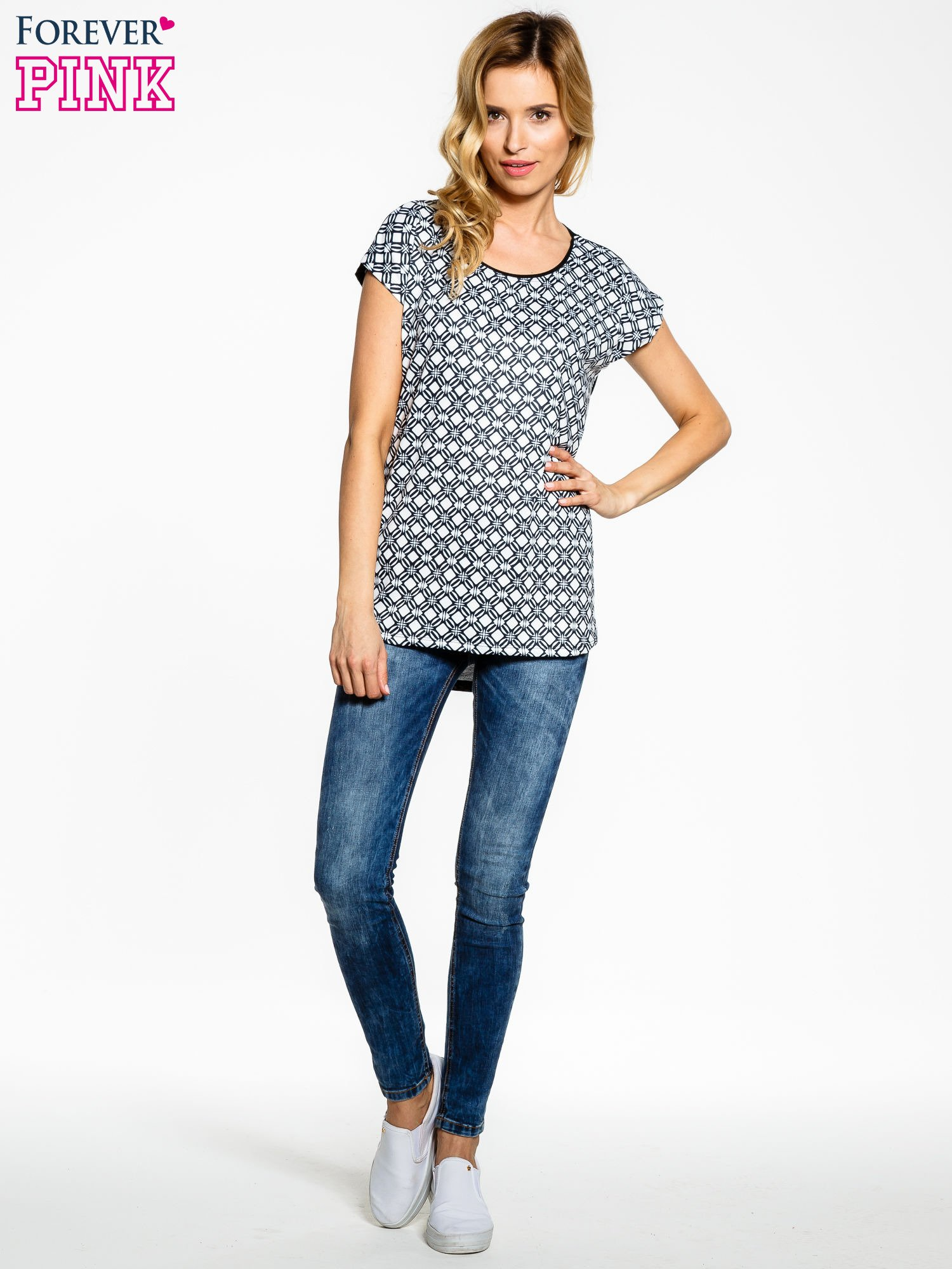 Czarno-biały t-shirt we wzory op-art                                  zdj.                                  7