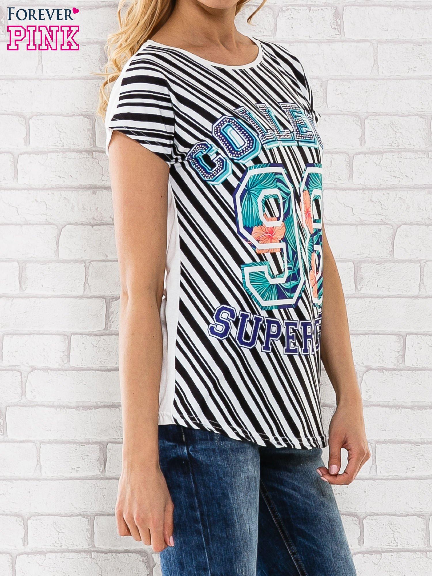 Czarno-biały t-shirt z napisem COLLEGE                                  zdj.                                  3