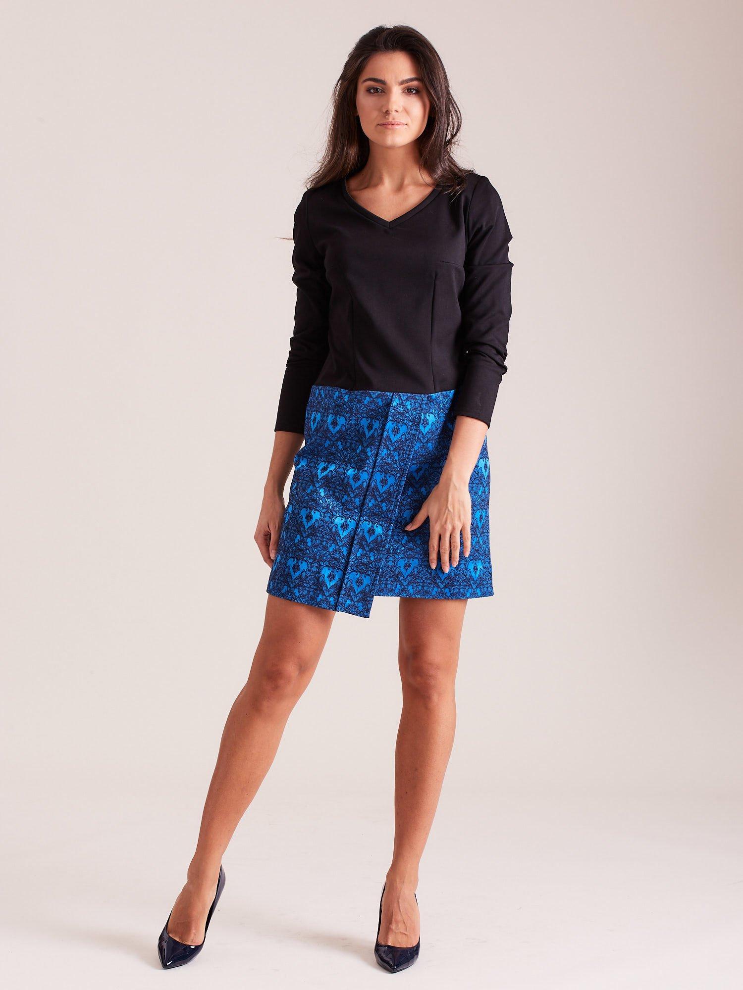 f9ddd4df2d 3  Czarno-niebieska sukienka koktajlowa z ornamentową spódnicą ...