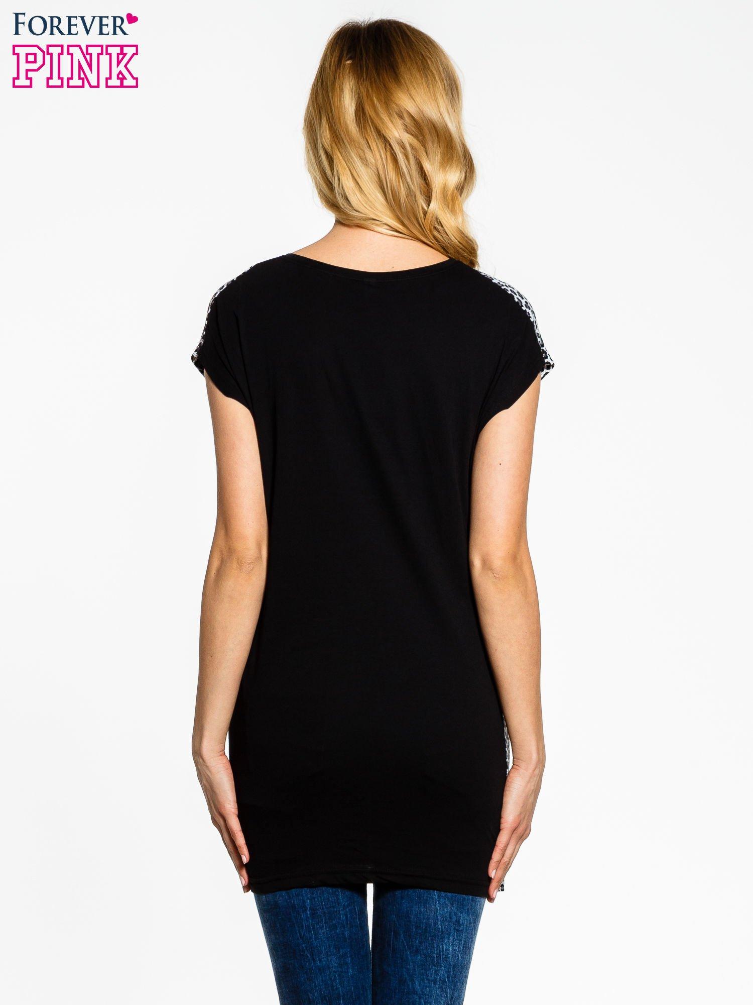 Czarno-szary t-shirt w drobne cętki                                  zdj.                                  2