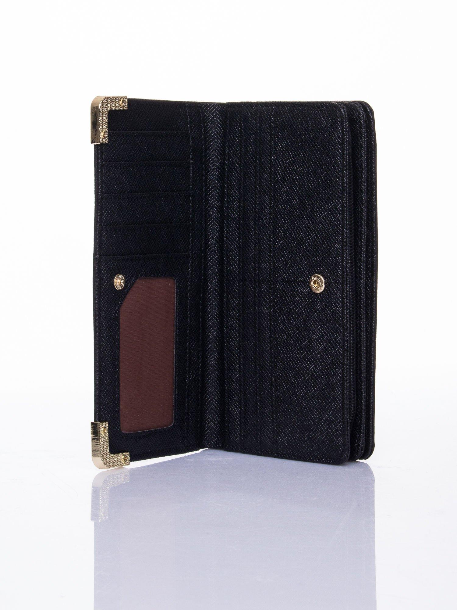 Czarny ażurowany portfel ze złotymi okuciami                                  zdj.                                  4