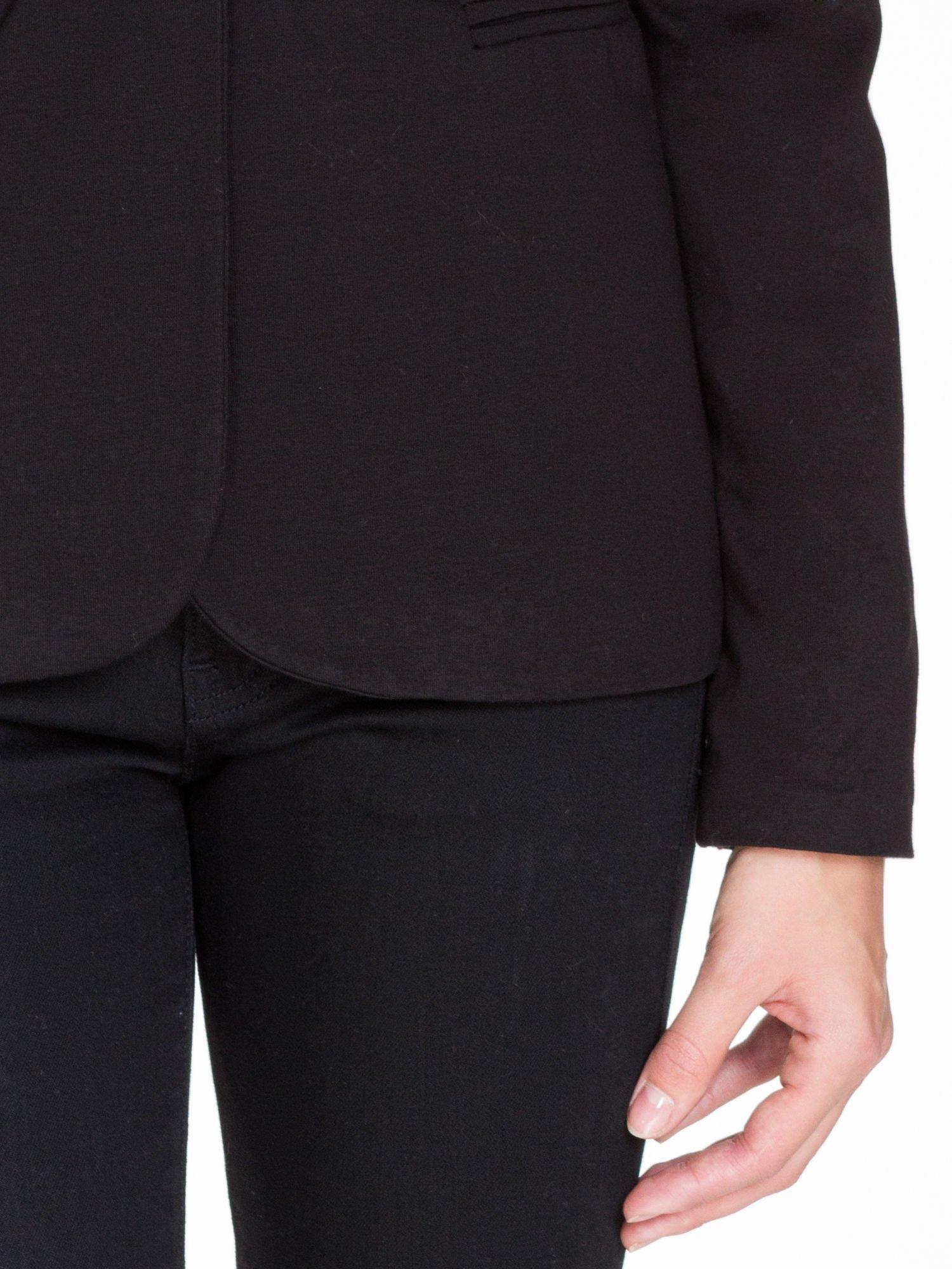 Czarny bawełniany żakiet damski na jeden guzik                                  zdj.                                  6