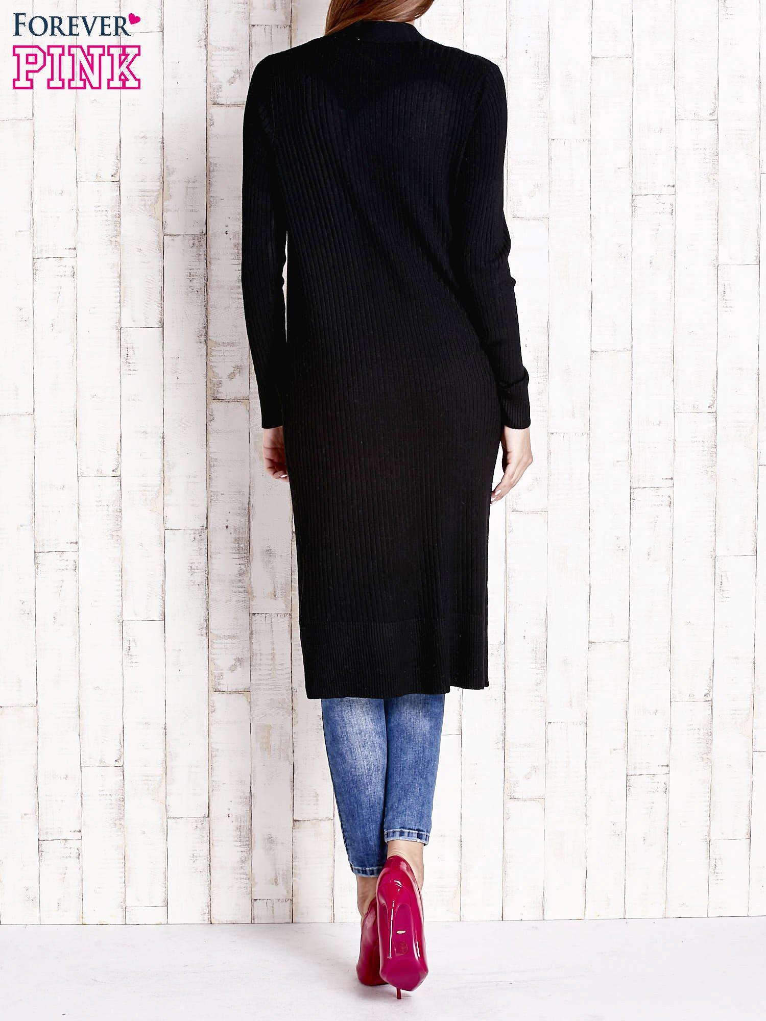 Czarny długi prążkowany sweter                                  zdj.                                  2