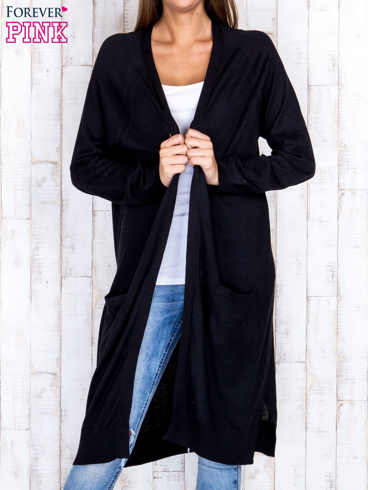 Czarny długi sweter z ażurowym zdobieniem szwów                                  zdj.                                  1