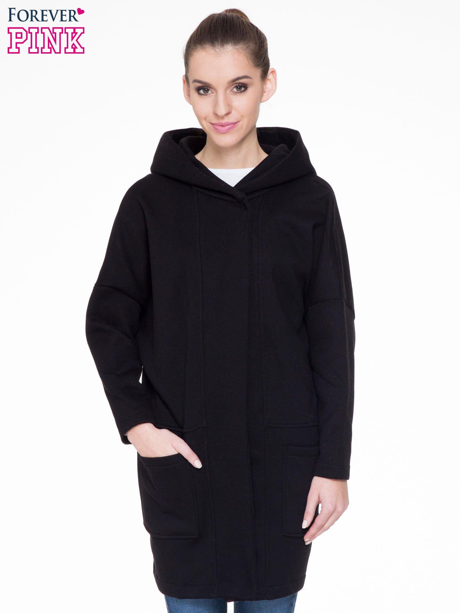 Czarny dresowy płaszcz z kapturem i kieszeniami                                  zdj.                                  1