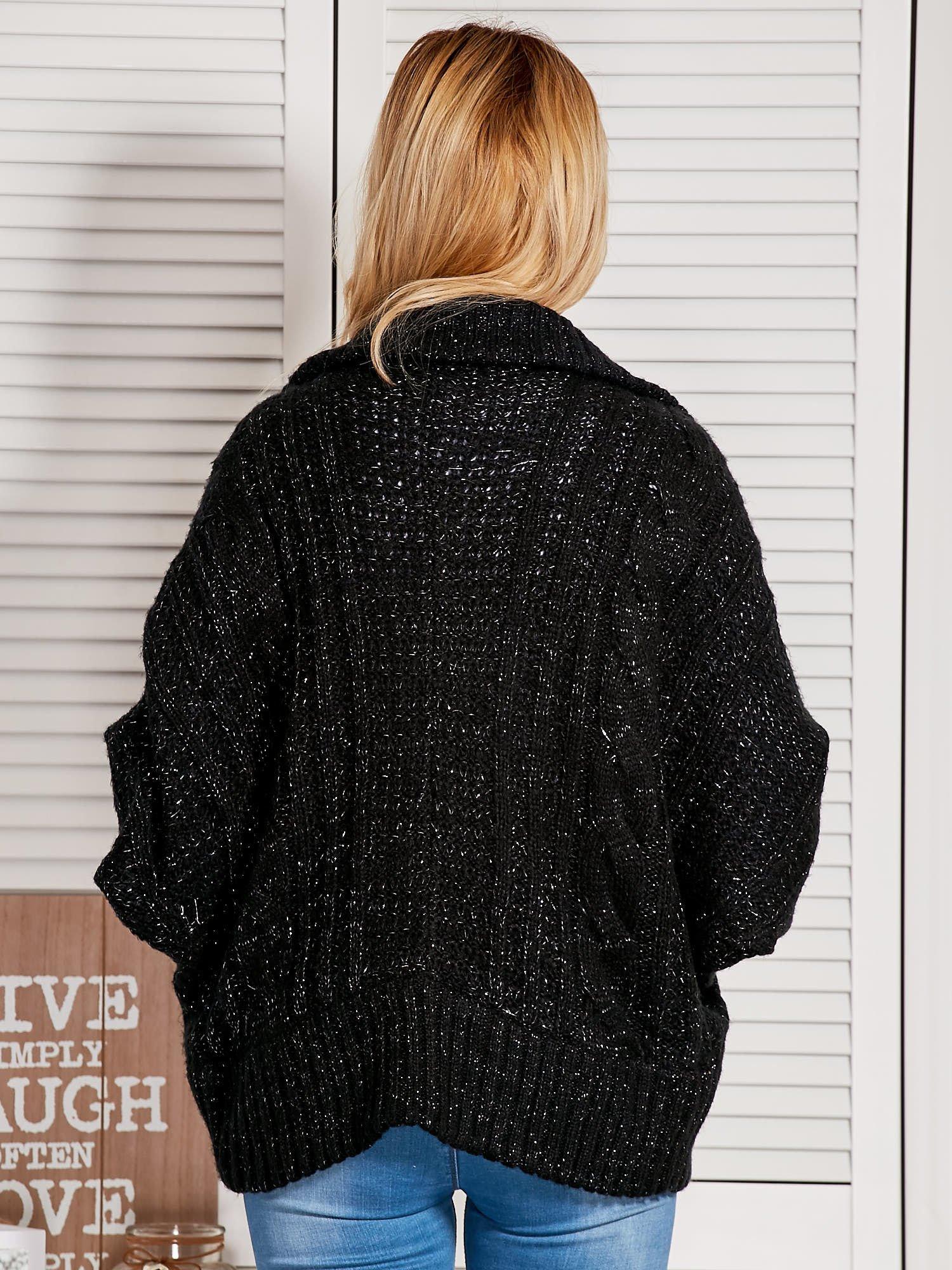 Czarny dziergany sweter typu kardigan przeplatany błyszczącą nicią                                  zdj.                                  1