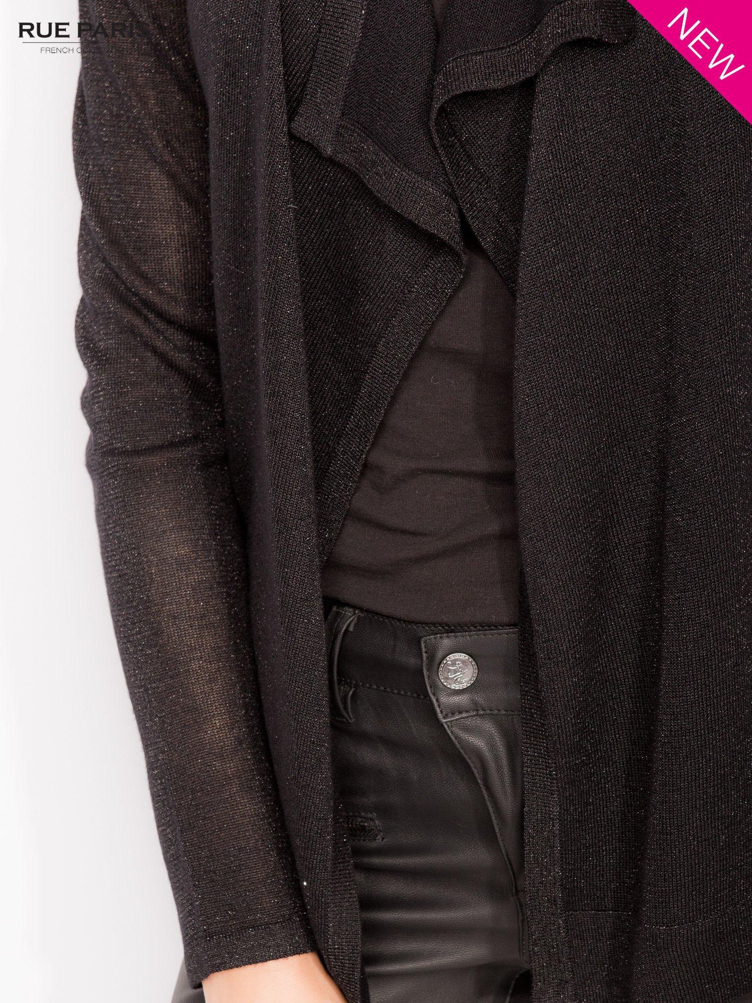 Czarny kardigan z opadającymi bokami przeplatany metalizowaną nicią                                  zdj.                                  5