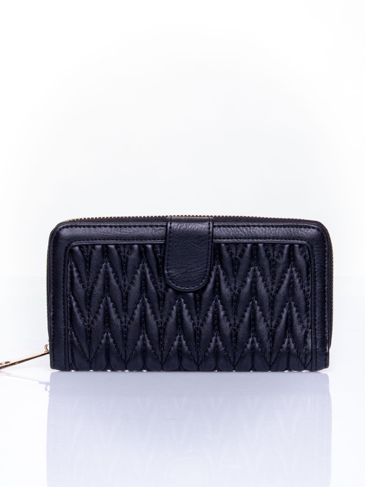 2ff7aaacc4cd9 Czarny pikowany portfel ze złotym suwakiem - Akcesoria portfele ...