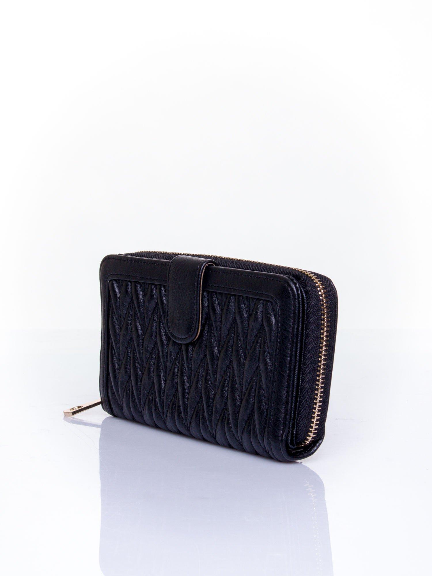 Czarny pikowany portfel ze złotym suwakiem                                  zdj.                                  3