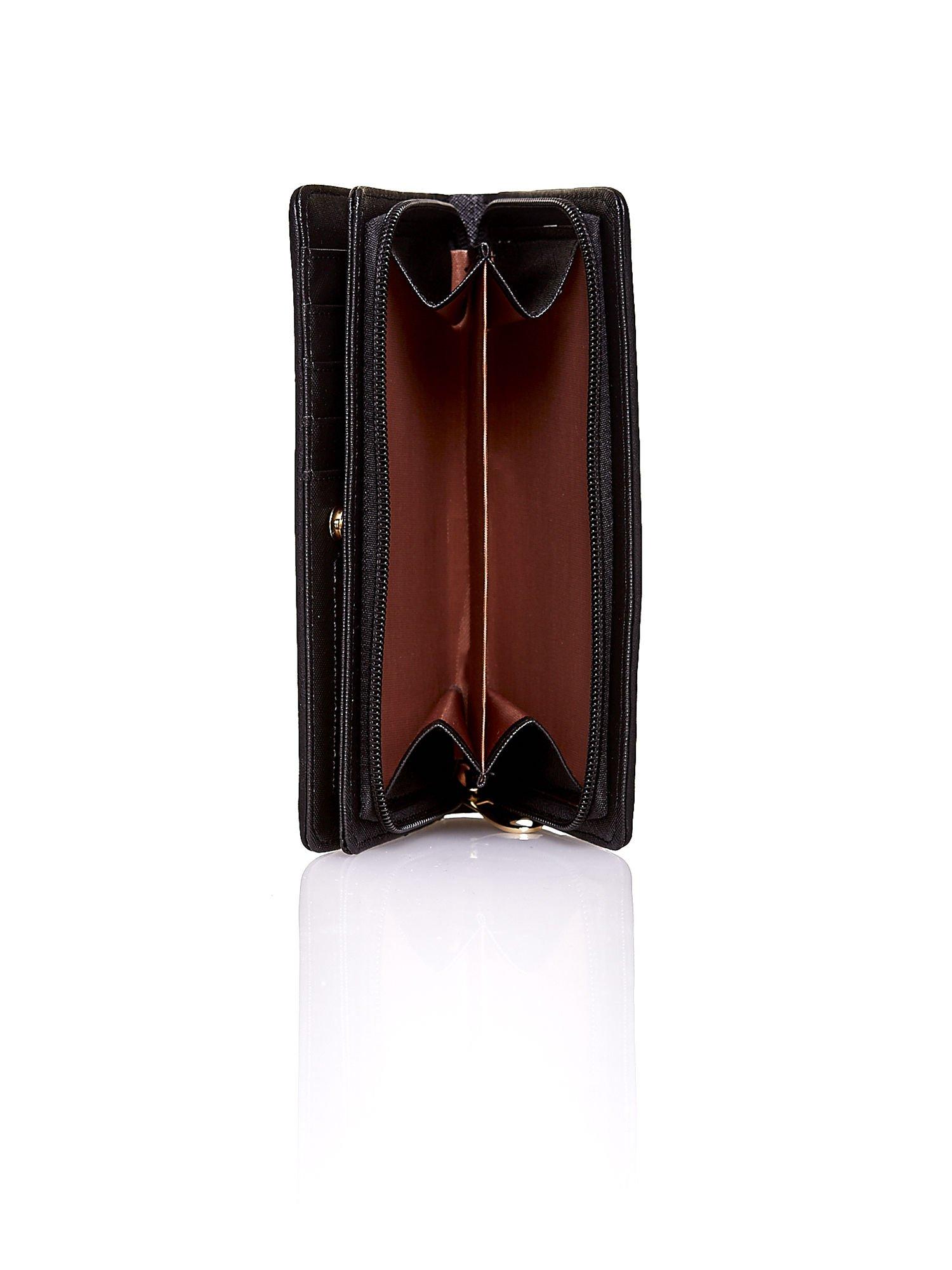Czarny pleciony portfel w białe geometryczne wzory                                  zdj.                                  4