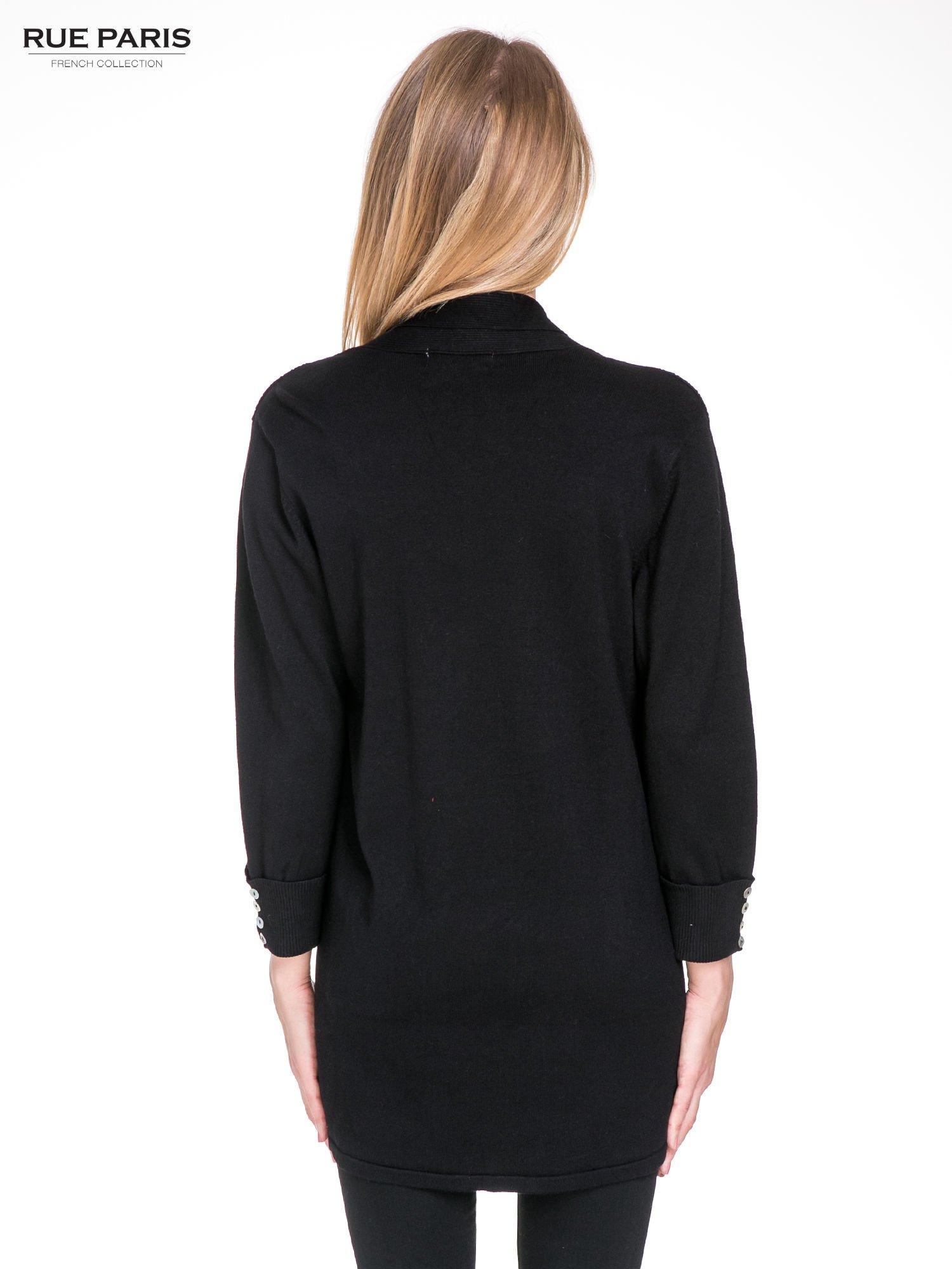 Czarny sweter kardigan z podwijanym rękawami z guziczkami                                  zdj.                                  4