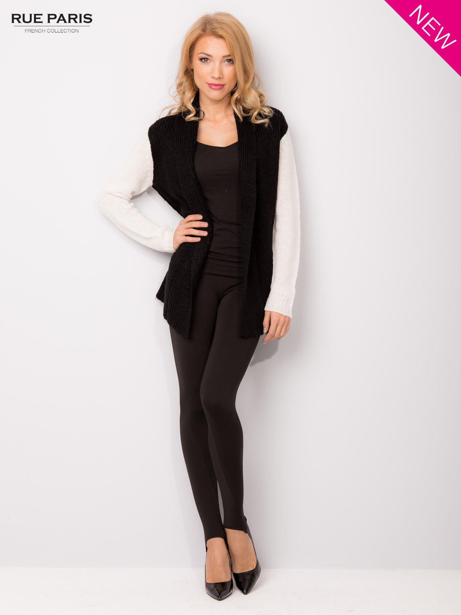 Czarny sweter z kontrastowymi rękawami i paskiem                                  zdj.                                  3
