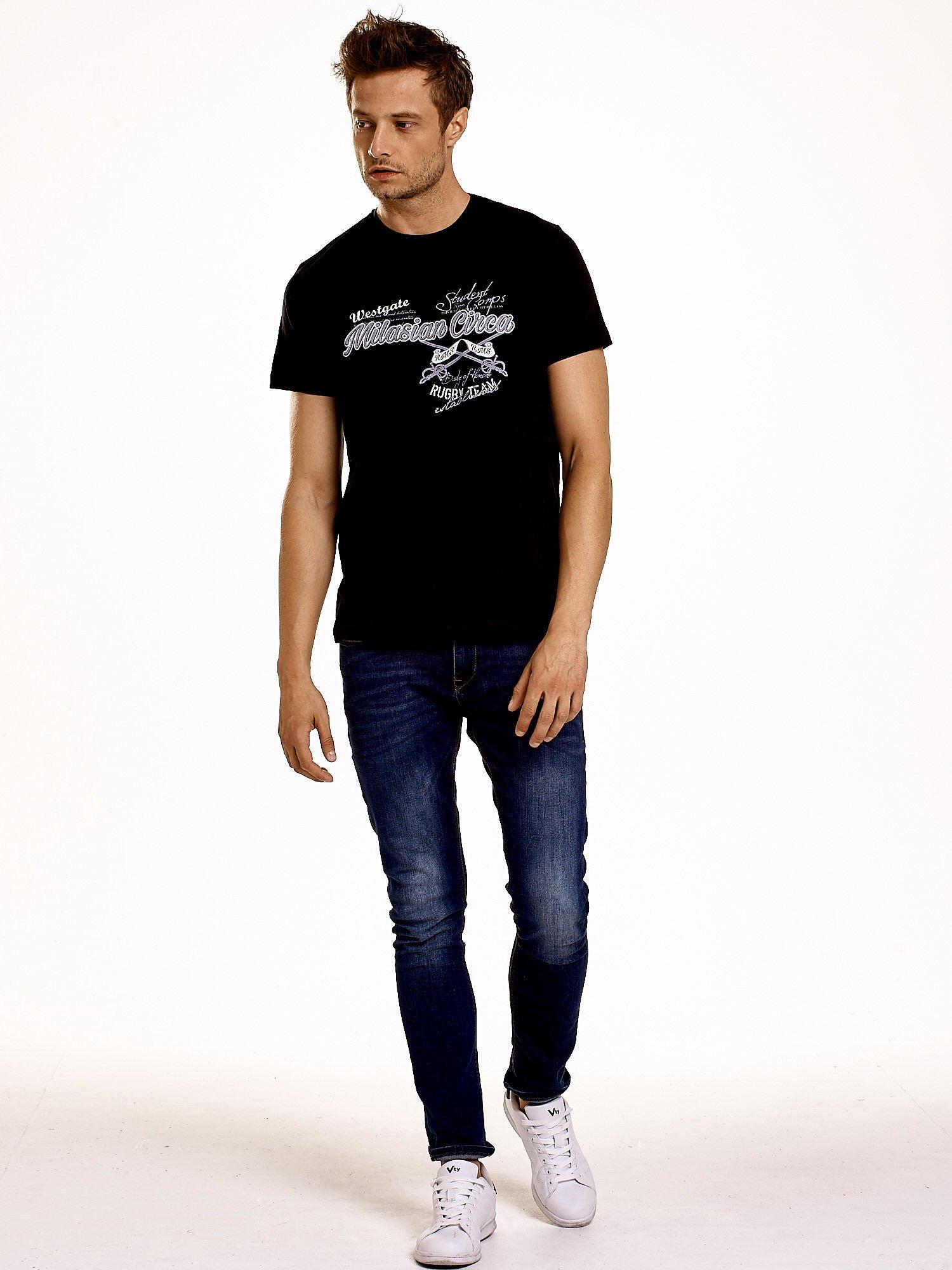 Czarny t-shirt męski z nadrukiem napisów w sportowym stylu                                  zdj.                                  5