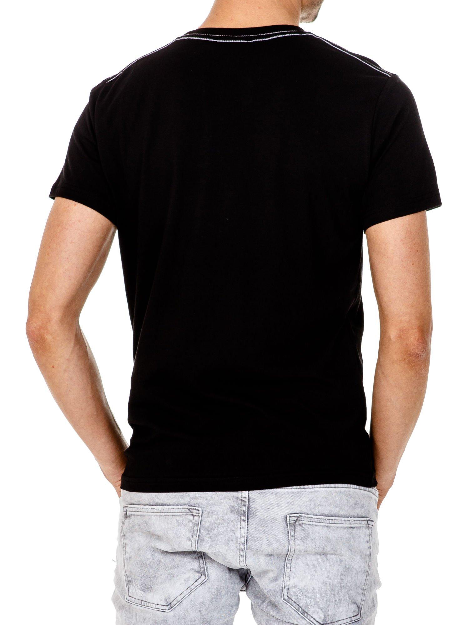 Czarny t-shirt męski ze sportowym nadrukiem i napisem SUPERIOR                                  zdj.                                  3